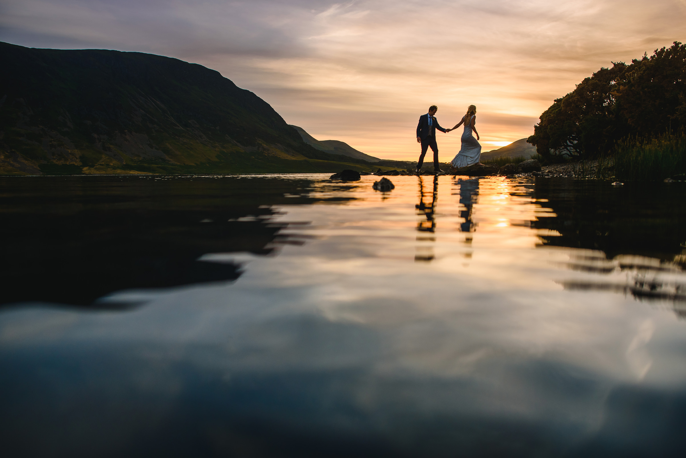 Bride and groom by lake photo by Andy Gaines Photography