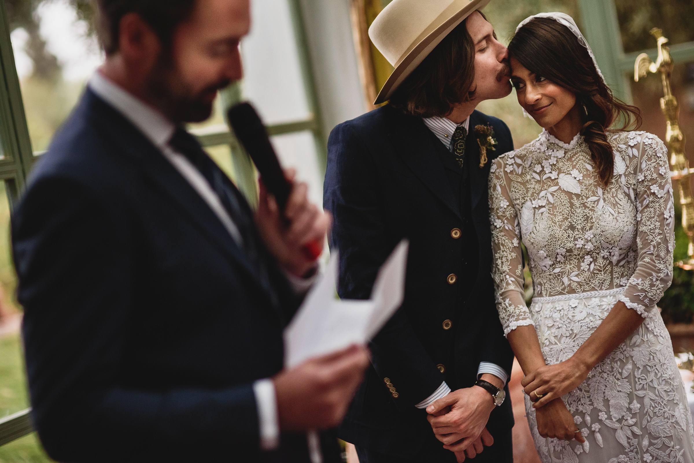 couple kiss at ceremony - photo by Andy Gaines Photography