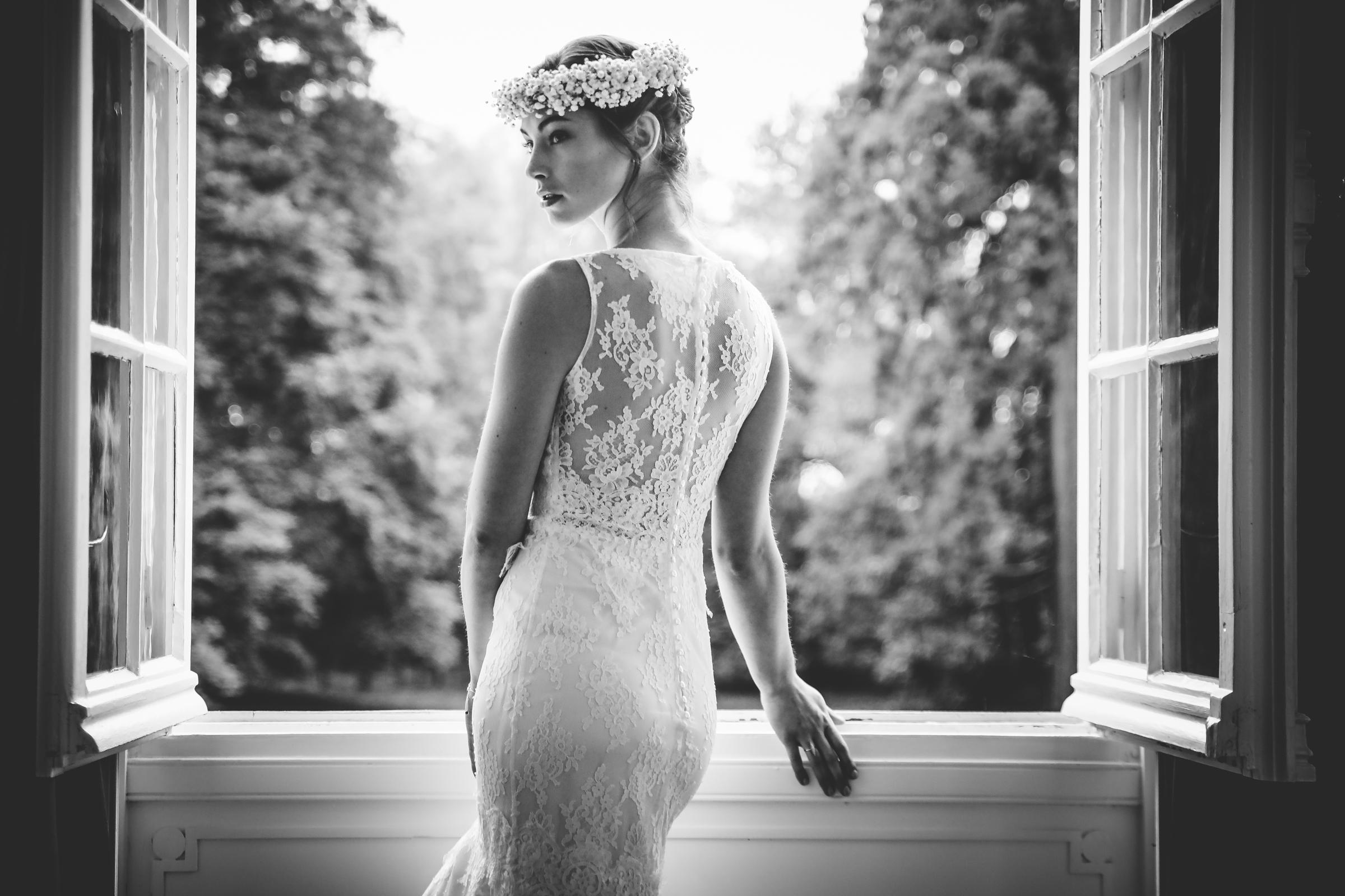 Bride portrait against dutch door - photo by Julien Laurent-Georges