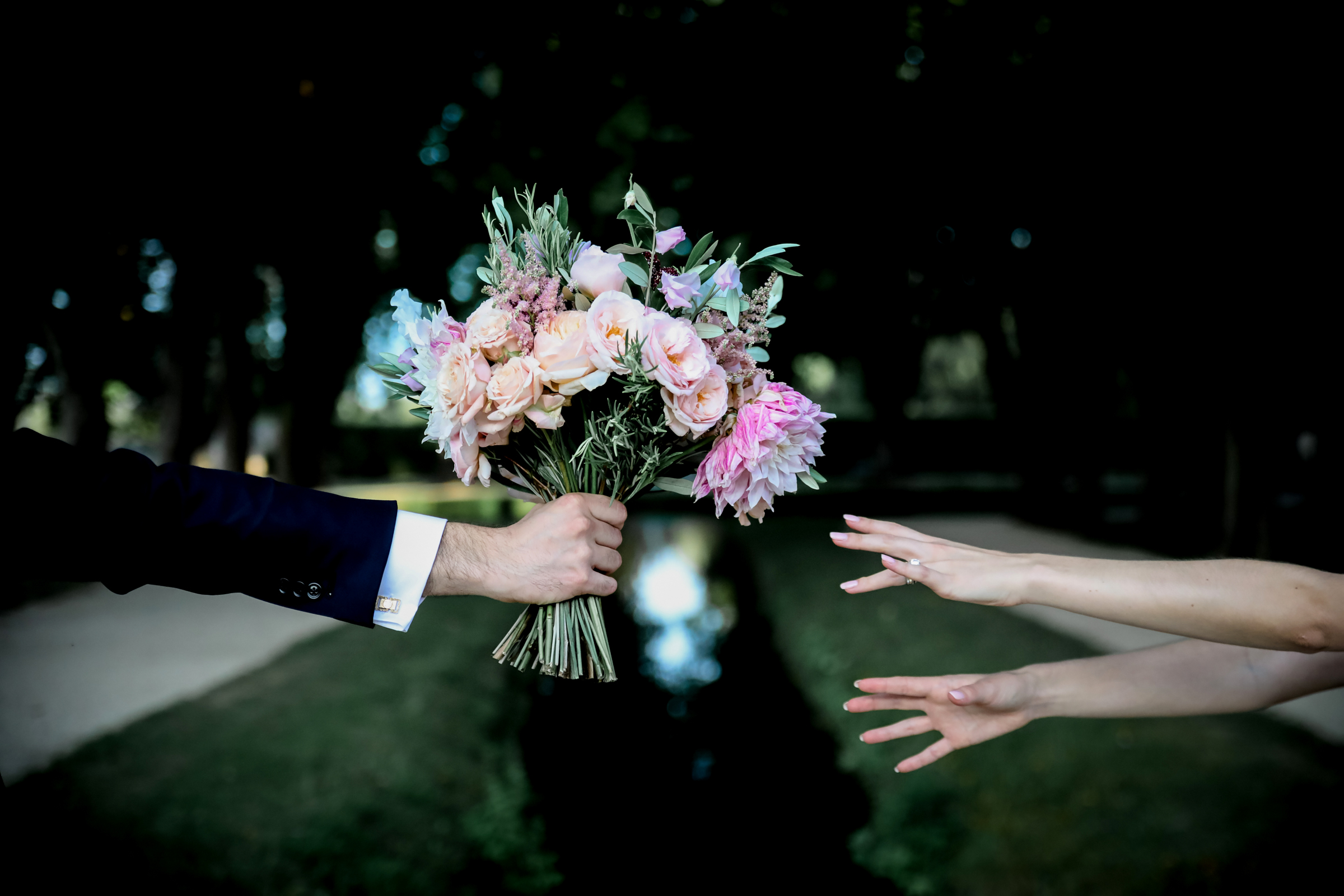 Handing over the bouquet - photo by Julien Laurent-Georges