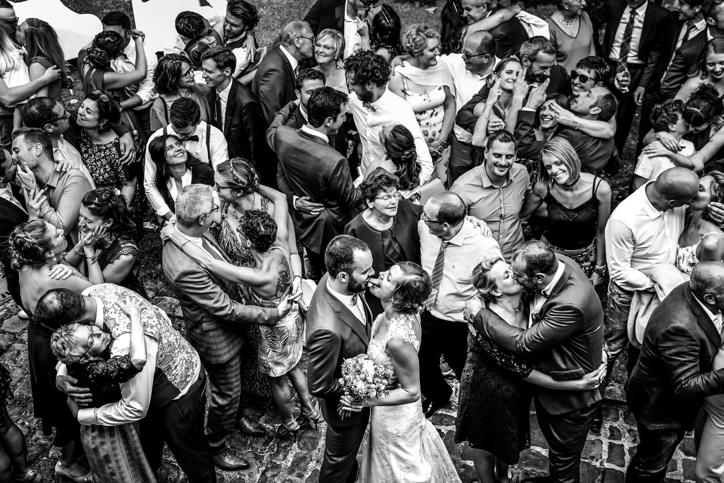 Bride sticks tounge in grooms mouth in the middle of the dance floor - photo by Julien Laurent-Georges