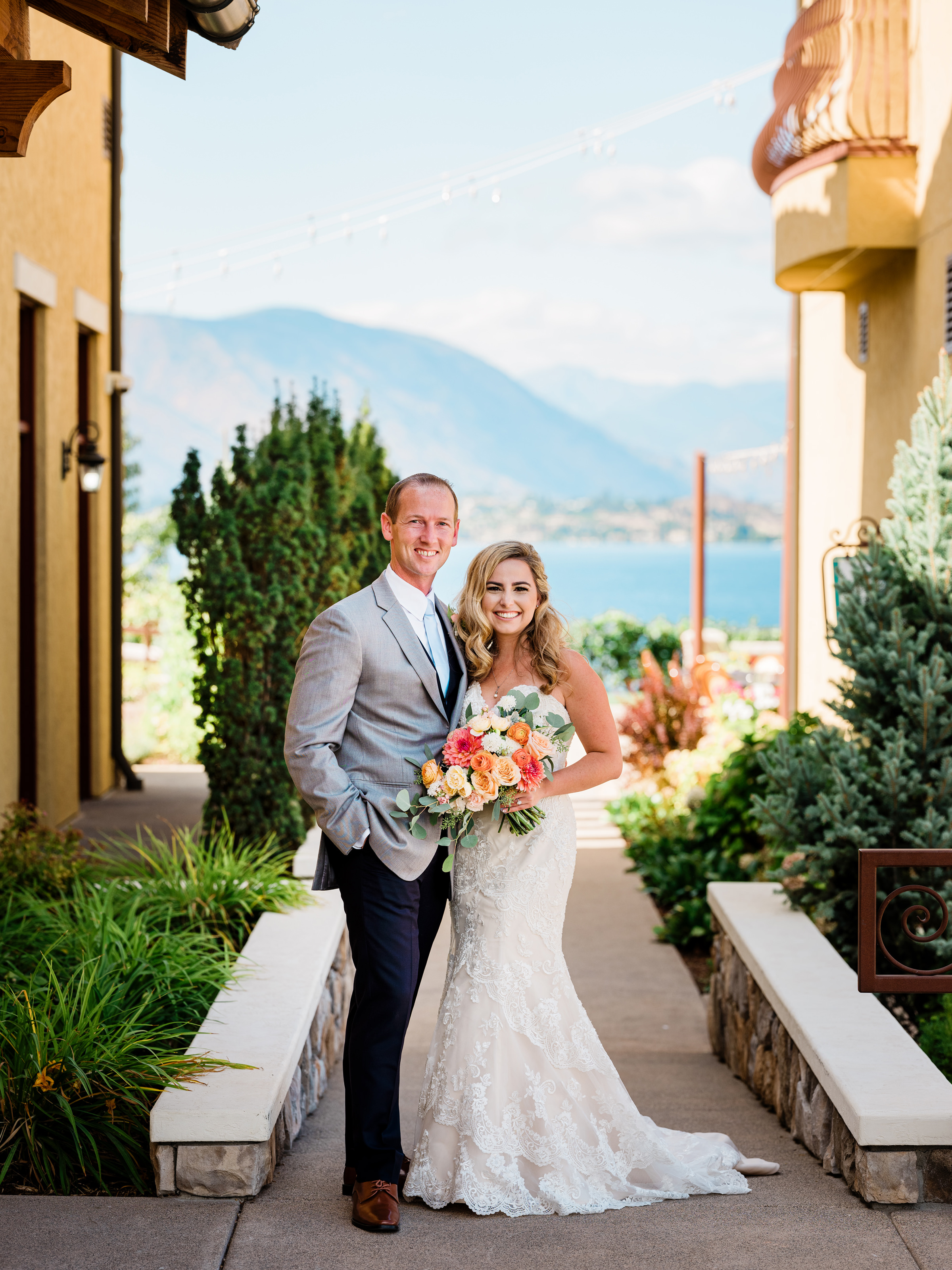 Scenic winery couple pose - photo by Alante Photography