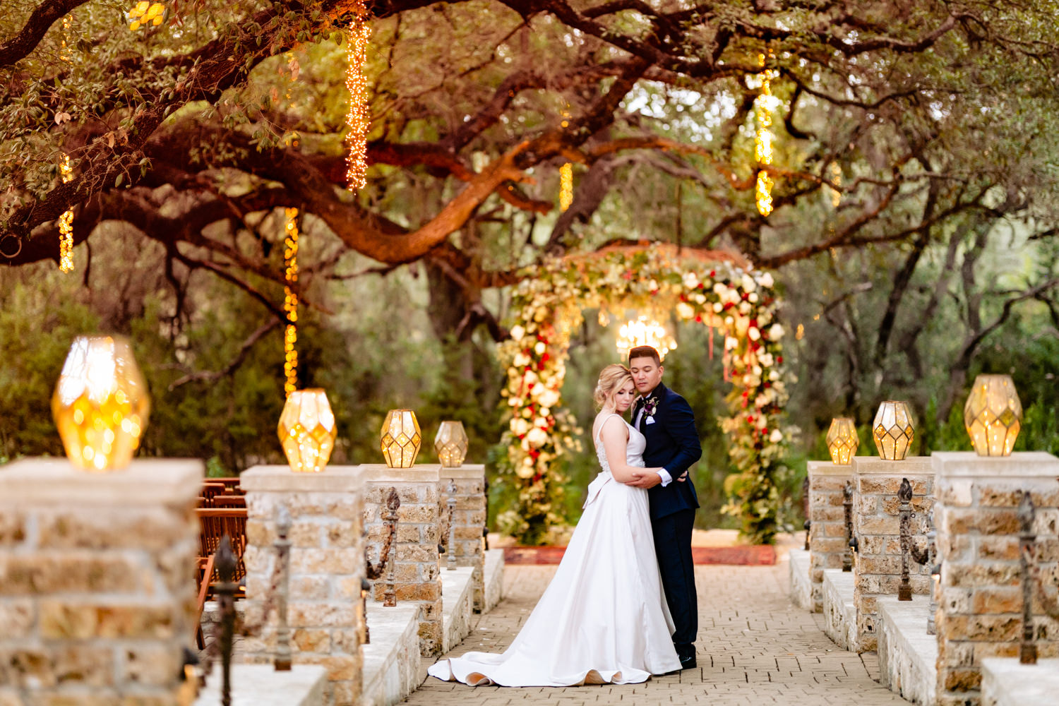 couple in front of arbor - photo by AL Gawlik Photography