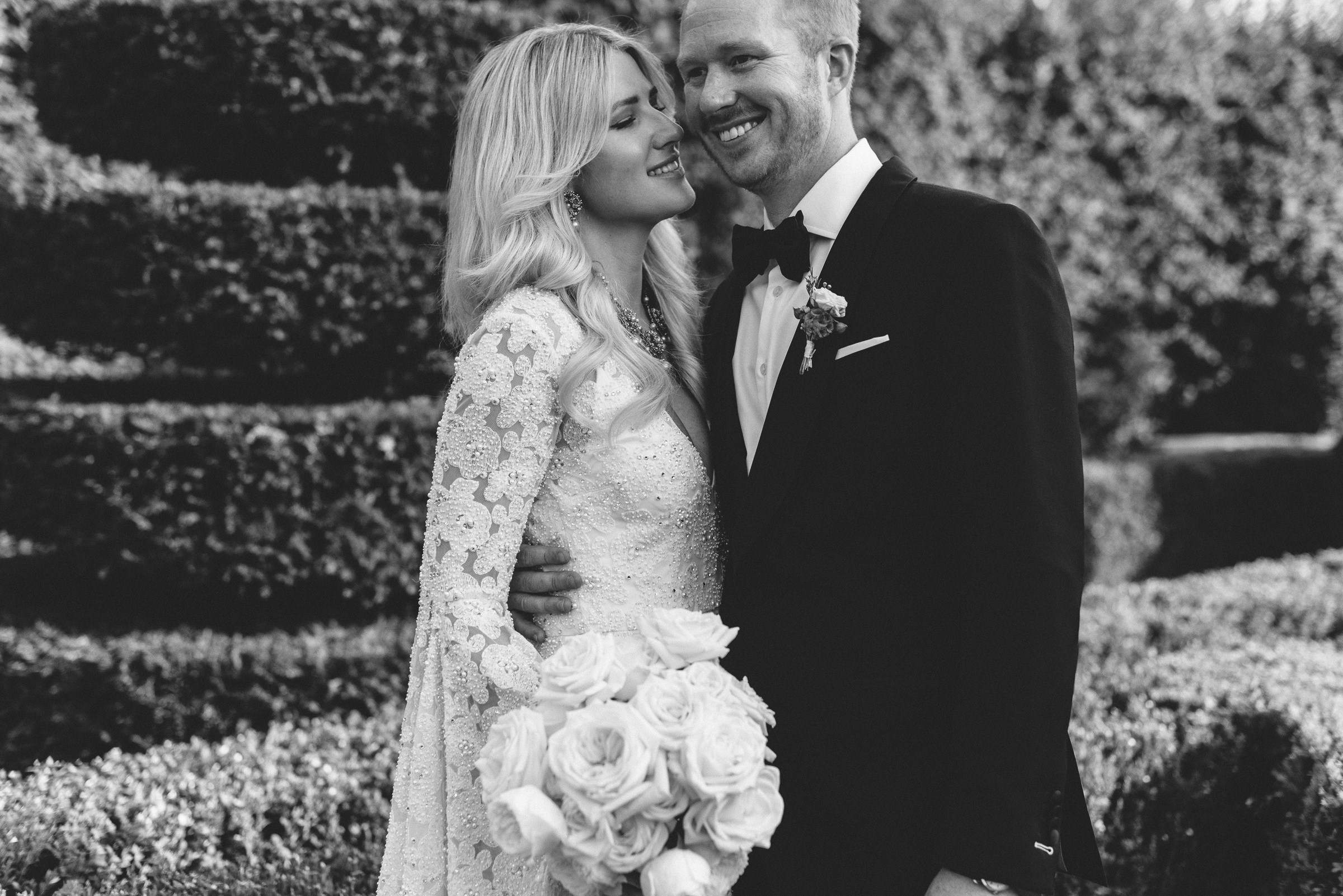 Fashionable black and white portrait of bride and groom - photo by Thierry Joubert Photography