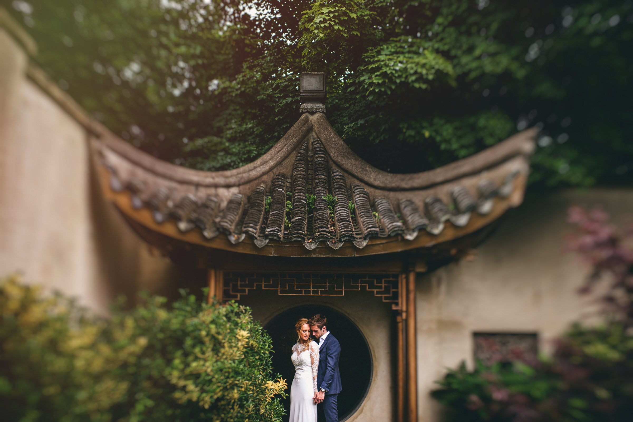 Couple against chinese garden architecture - photo by MIKI Studios