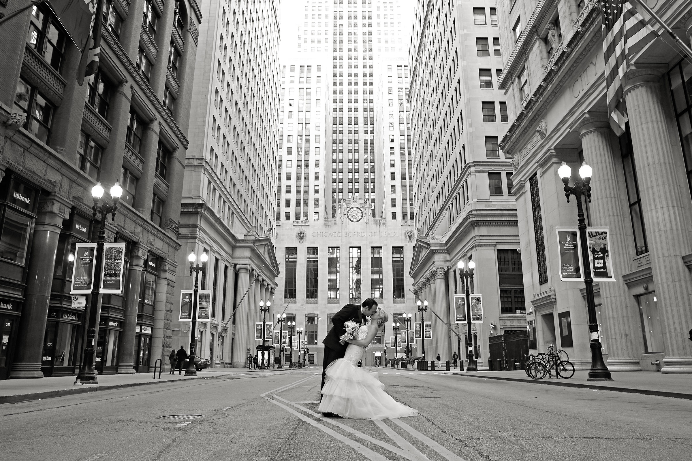 Couple kiss in centered streetscape - photo by Kenny Kim Photography