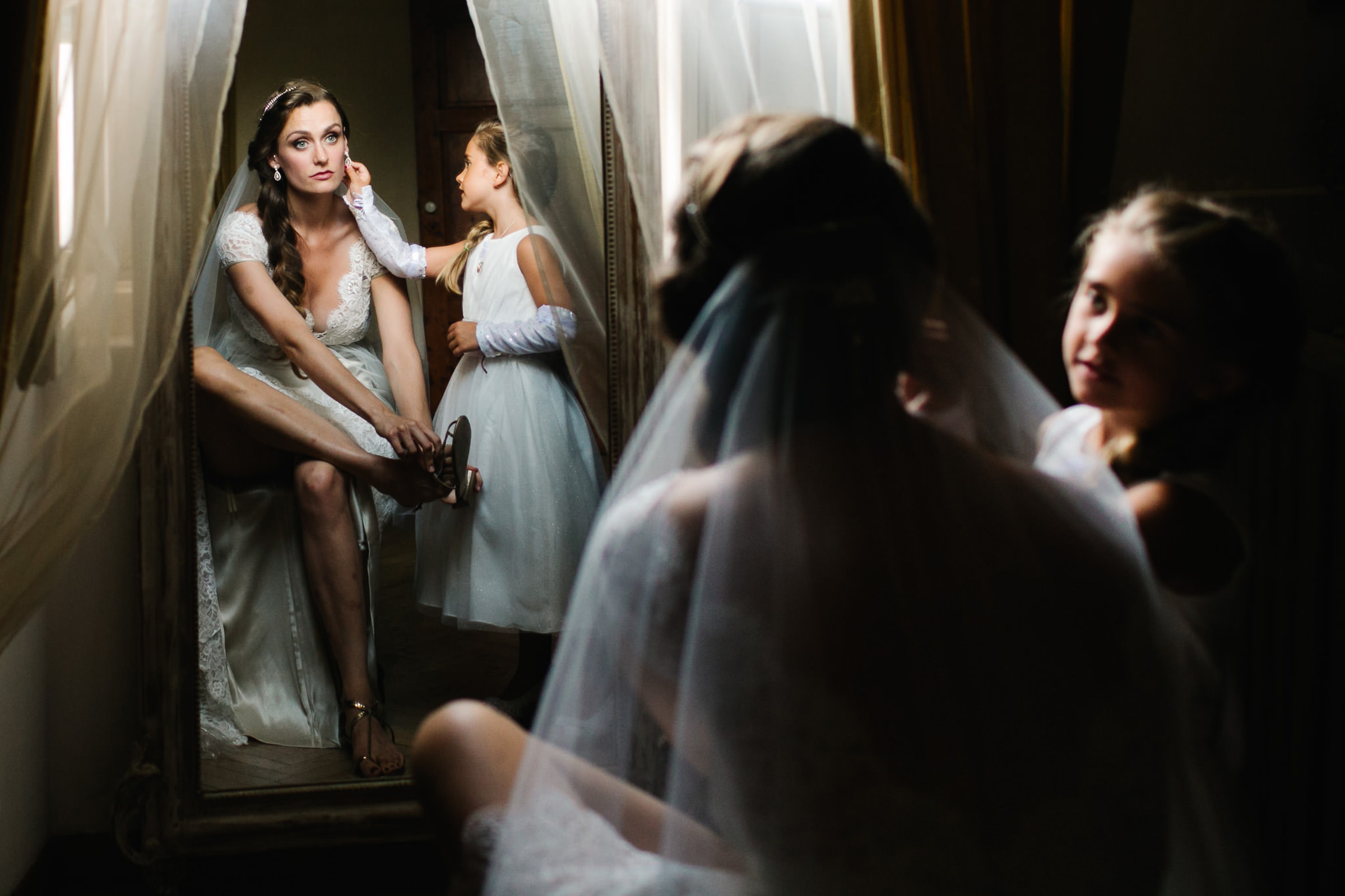 Flower girl with bride putting on sandals - photo by Julian Kanz Photography