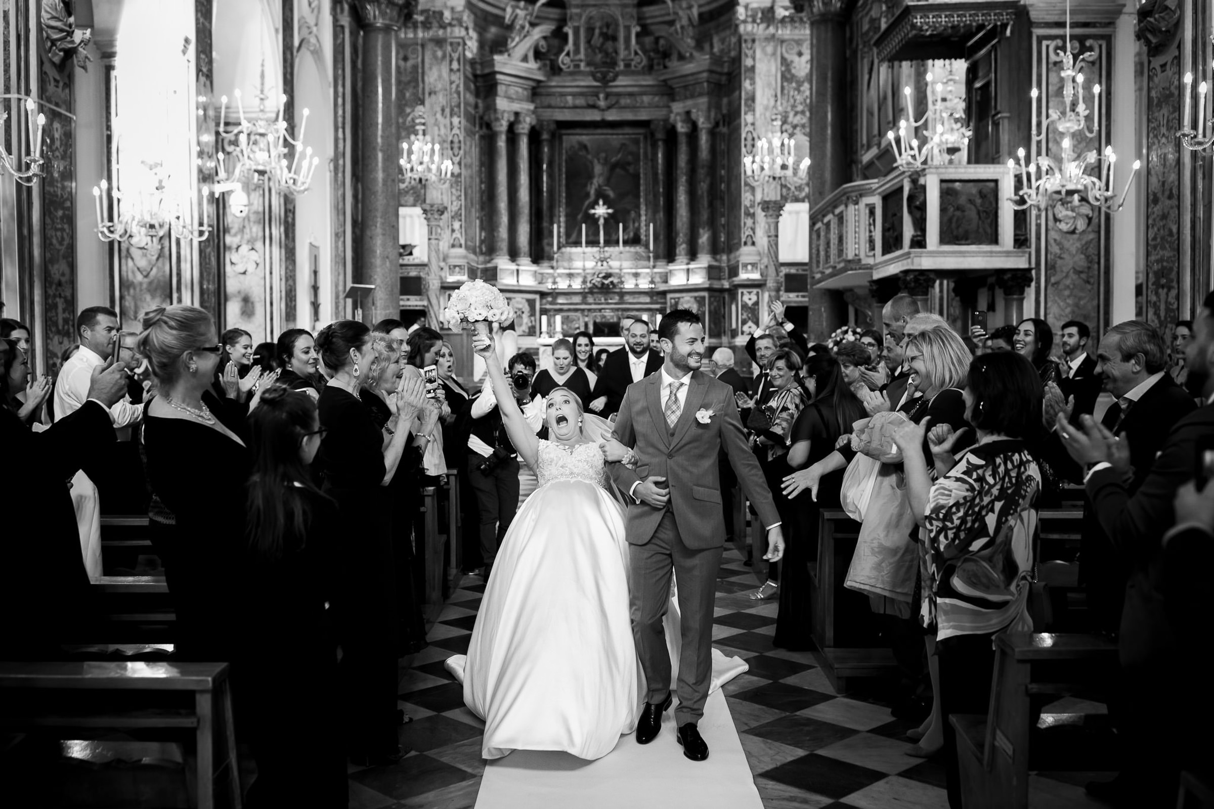 Hilarious couple moment going up the aisle - photo by Julian Kanz Photography