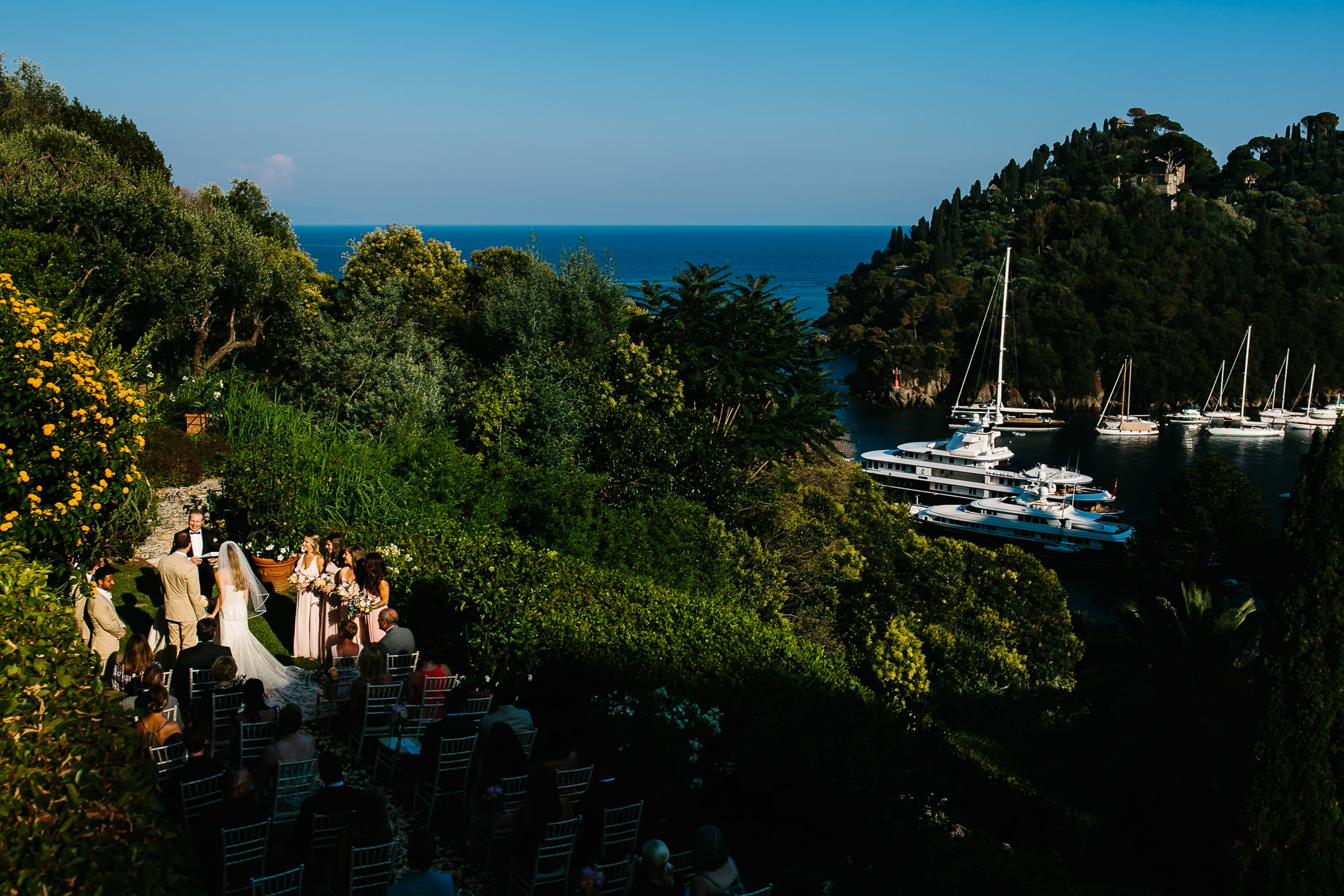 Outdoor ceremony at italian waterfront - photo by Julian Kanz Photography