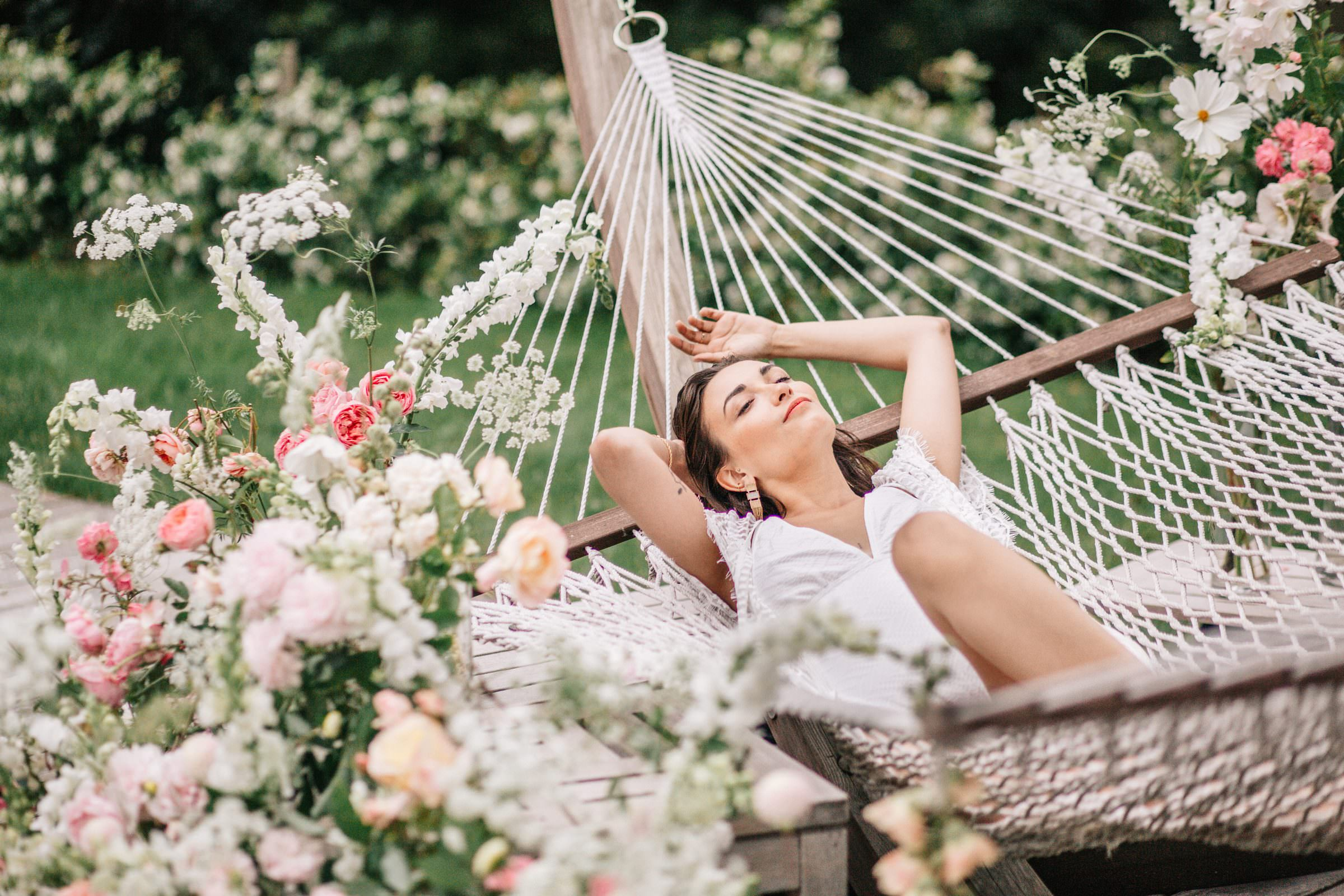 bride relaxed fashion portrait on hammock- photo by Amandine Ropars, france