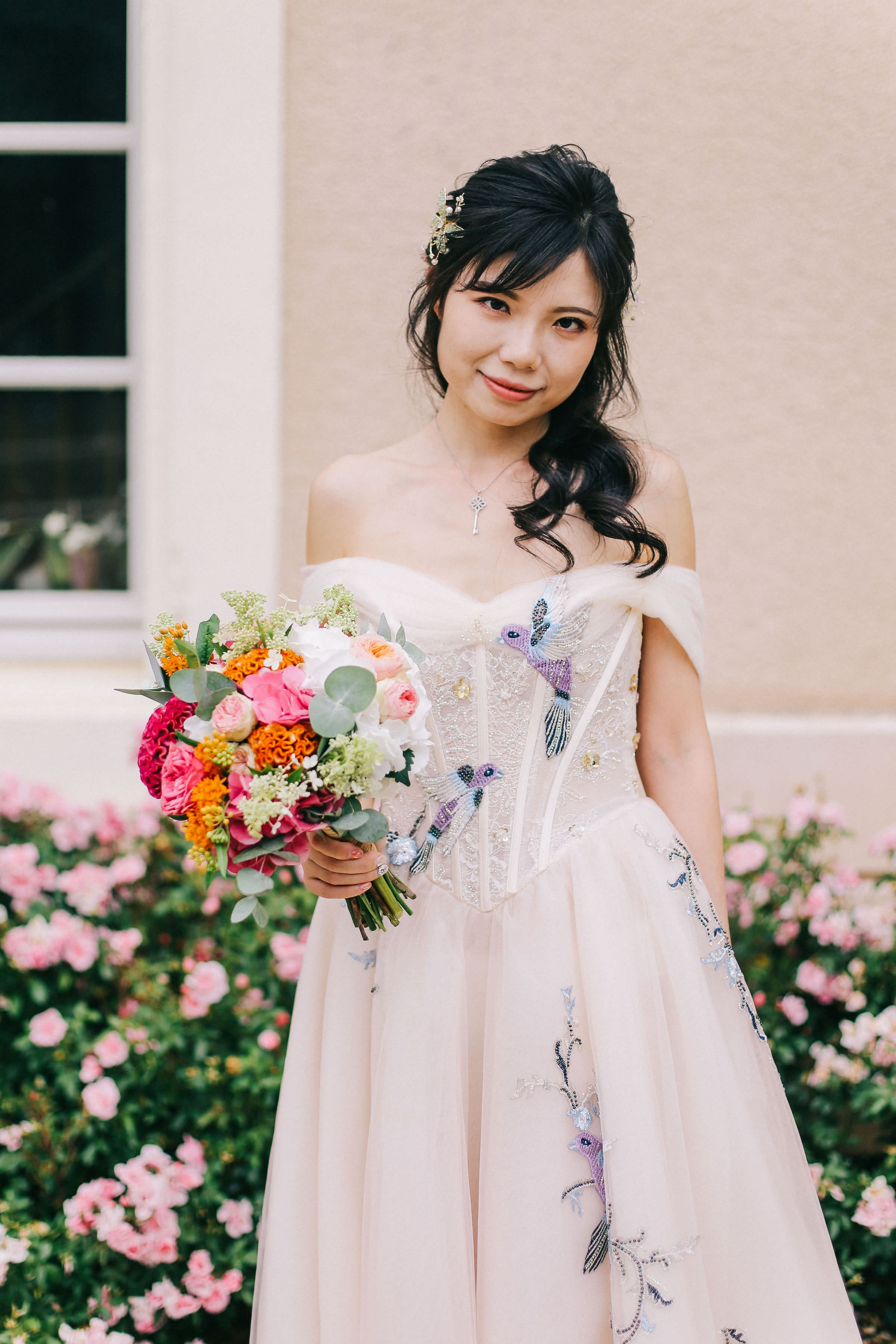 Bride with colorful bouquet - photo by Amandine Ropars