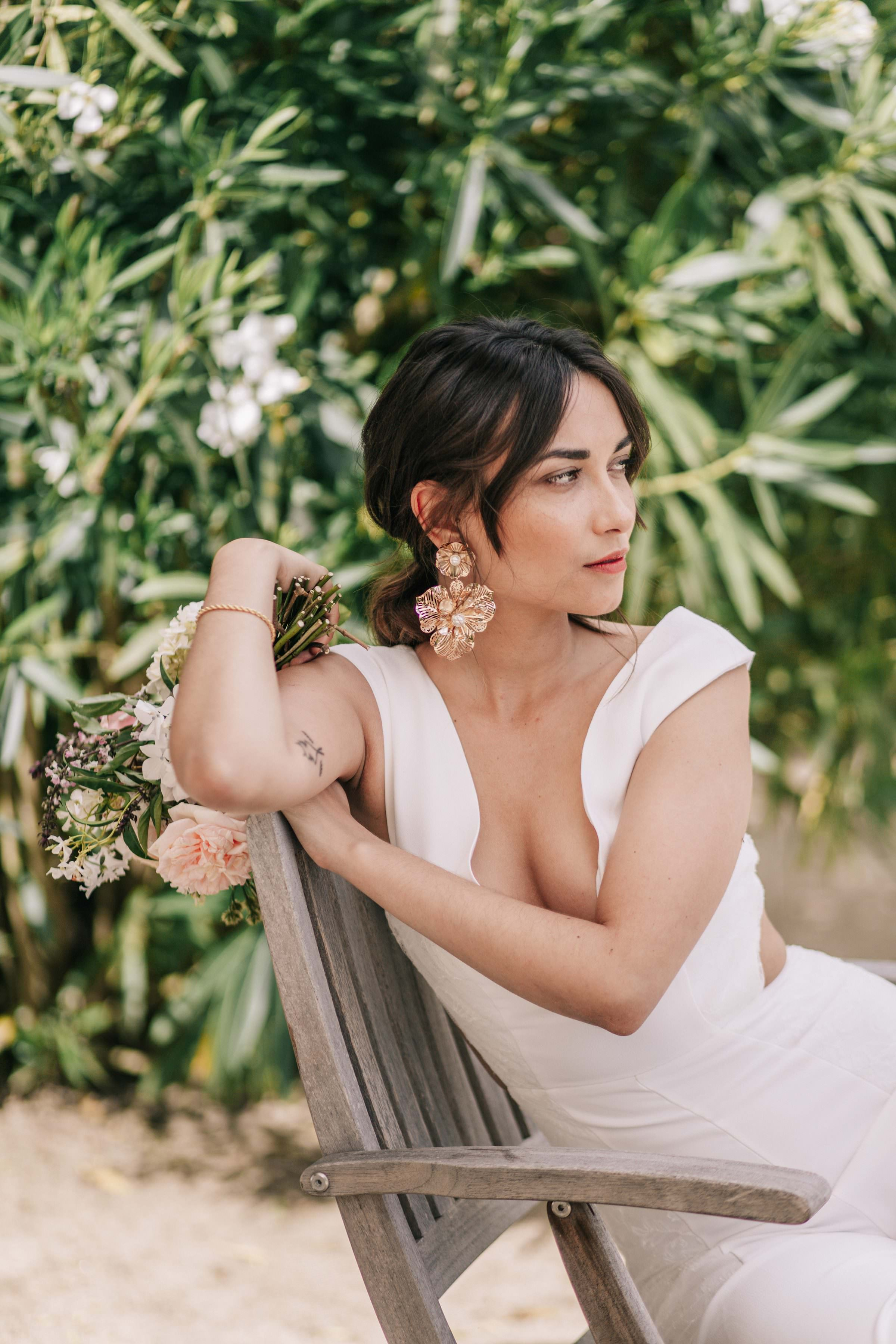 Revealing seated bridal portrait - photo by Amandine Ropars