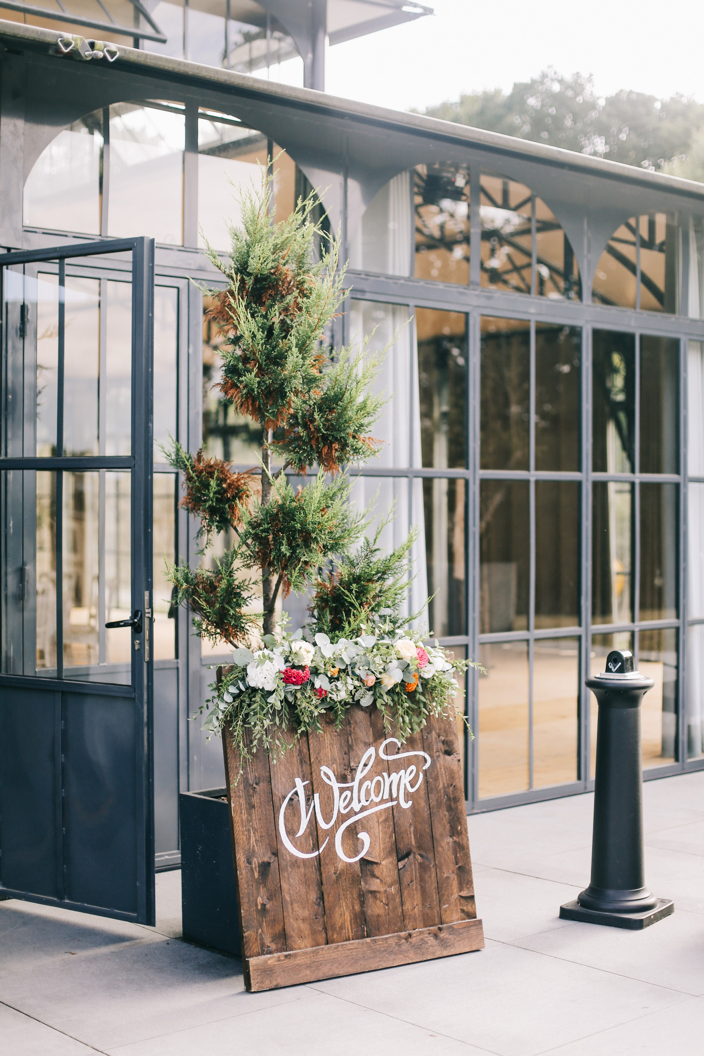 welcome wedding decor- photo by Amandine Ropars, france