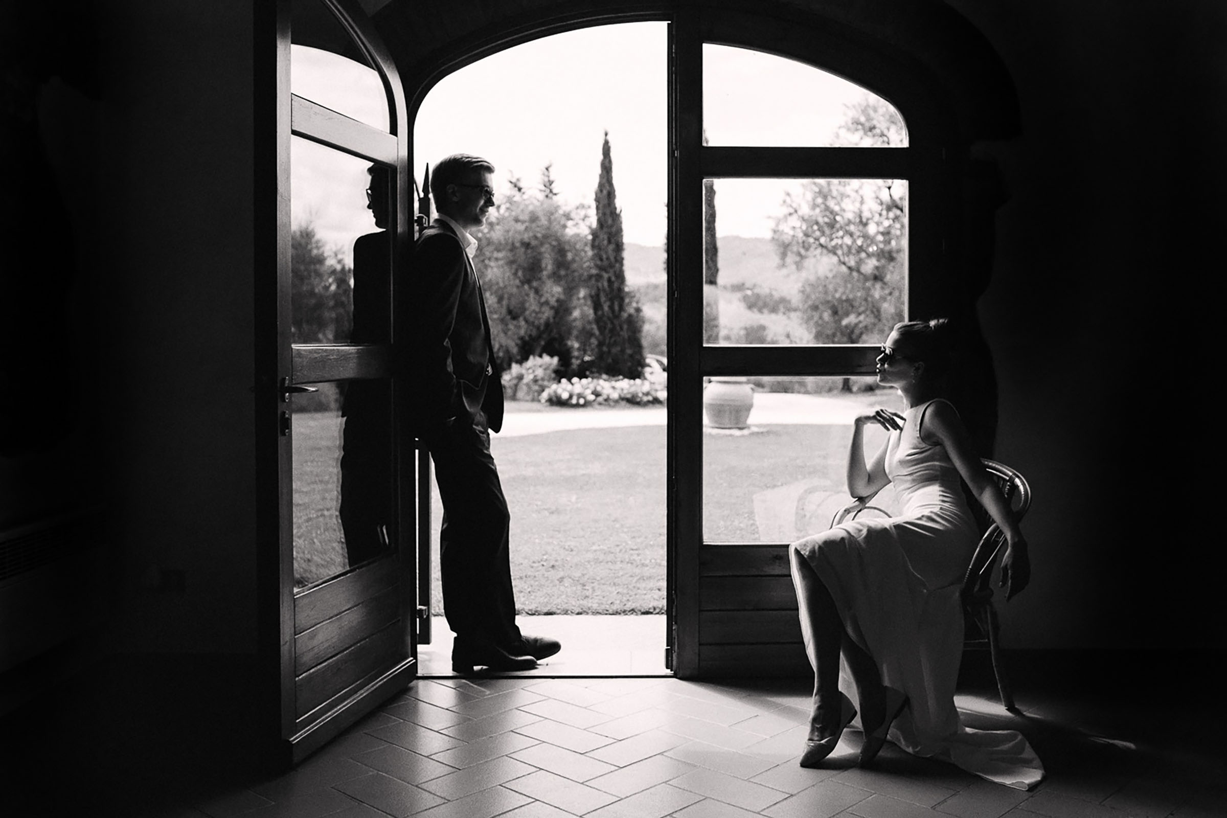 Bride and groom relaxing in Tuscany - photo by Alex Paul Photography