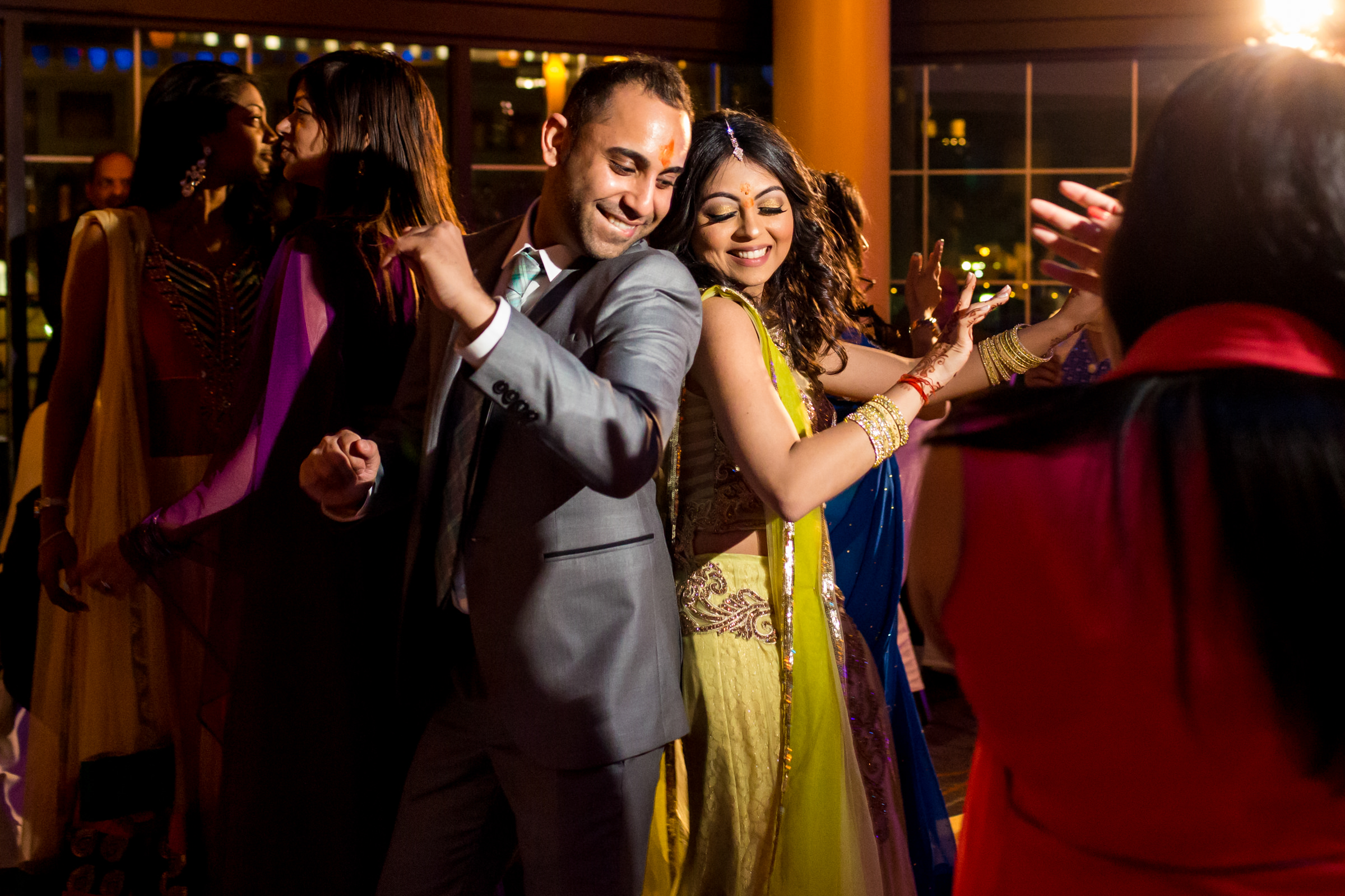 Couple dancing back to back - photo by Procopio Photography