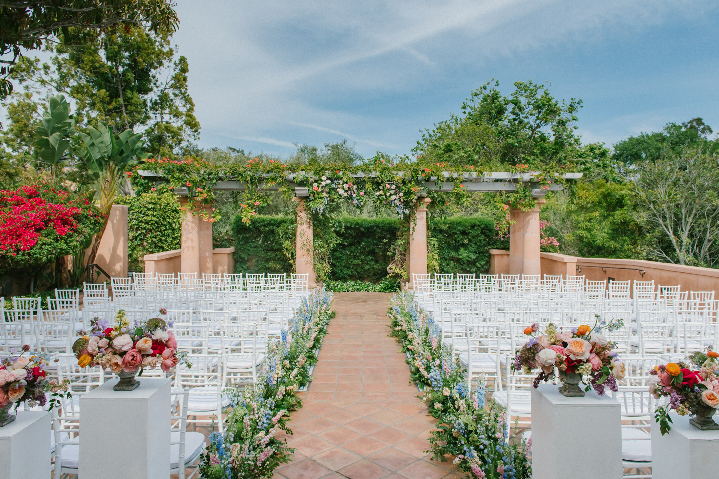 Outdoor ceremony seating - photo by Amy and Stuart Photography