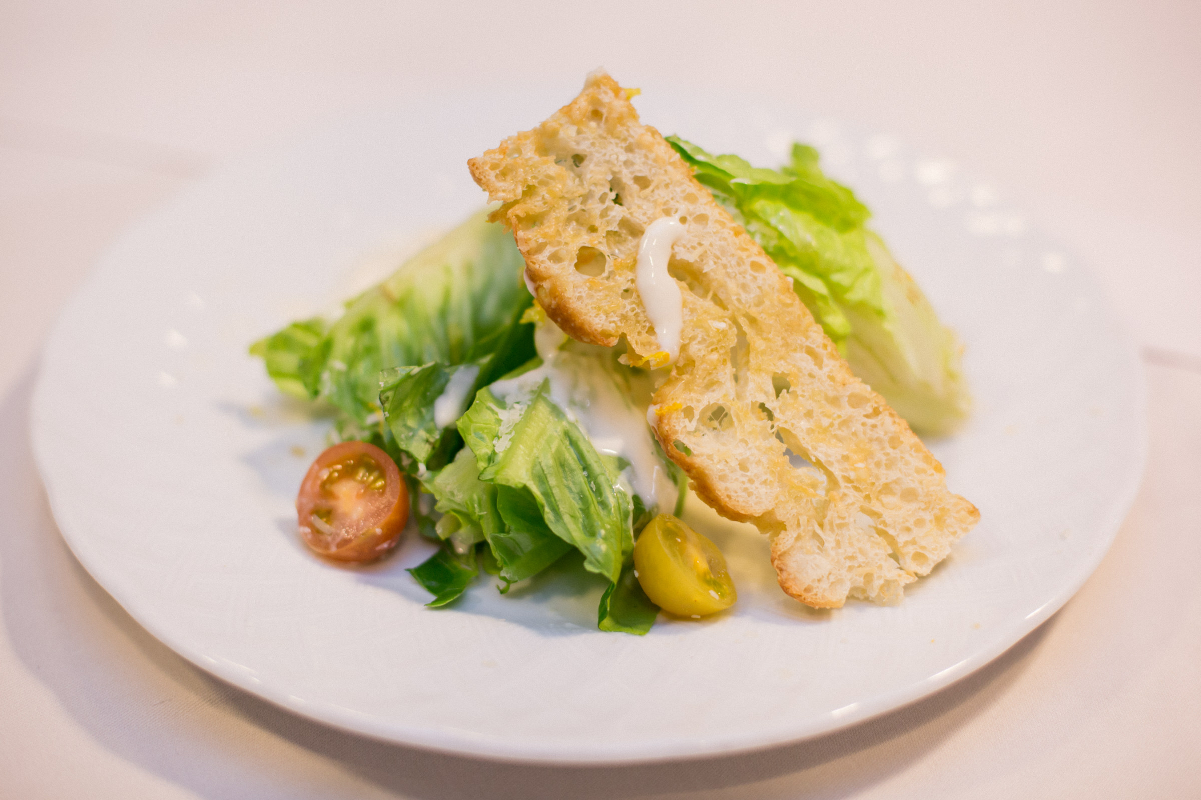 Reception menu caesar salad plate with crostini - photo by Amy and Stuart Photography