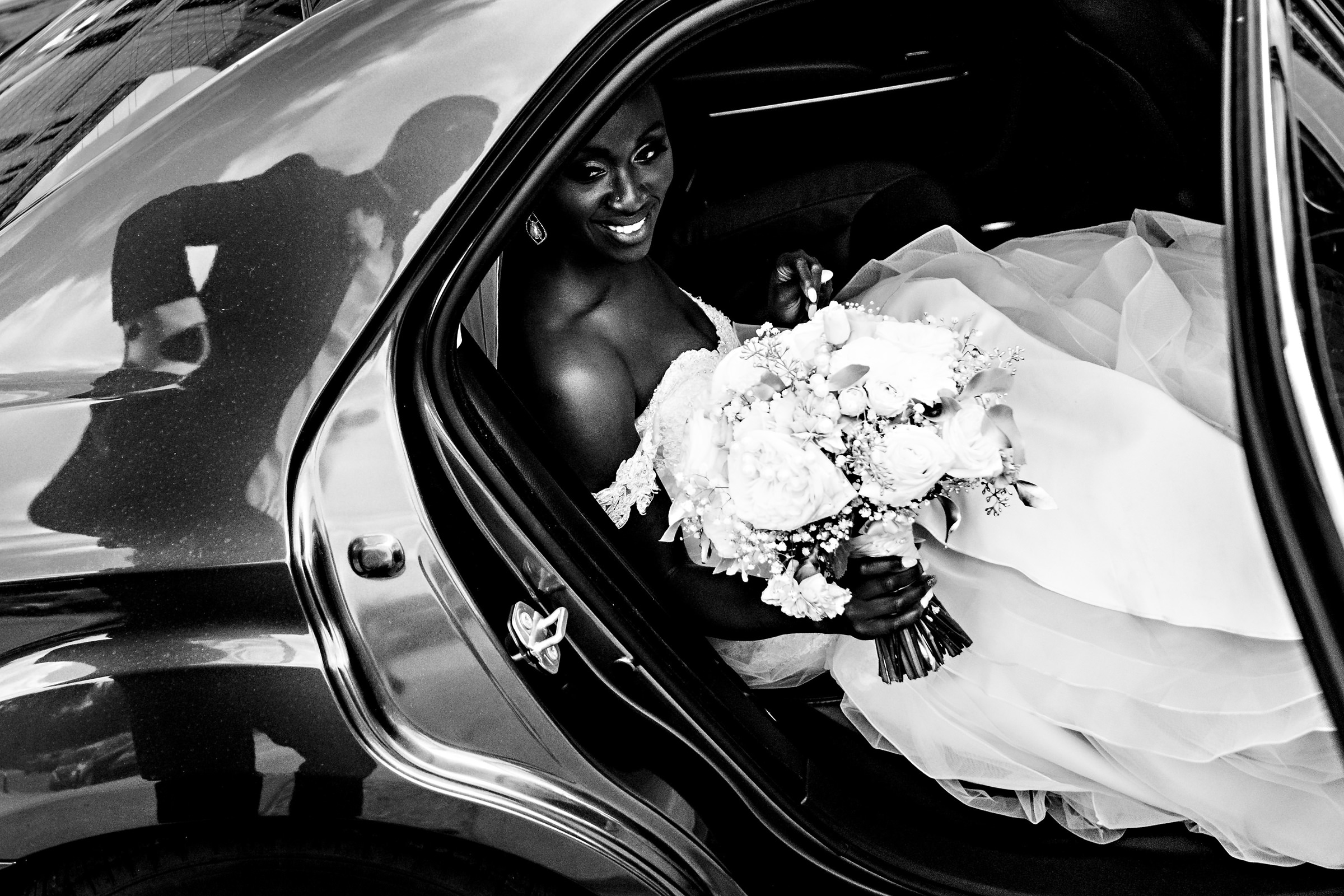 Groom's reflection on limousine as bride arrives - photo by Moore Photography