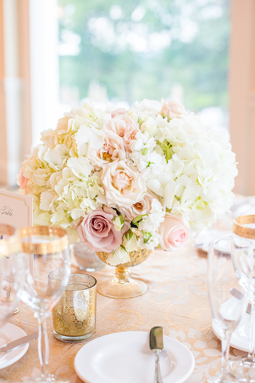 Centerpiece bouquet with gold trimmed glassware - photo by Anna Schmidt Photography
