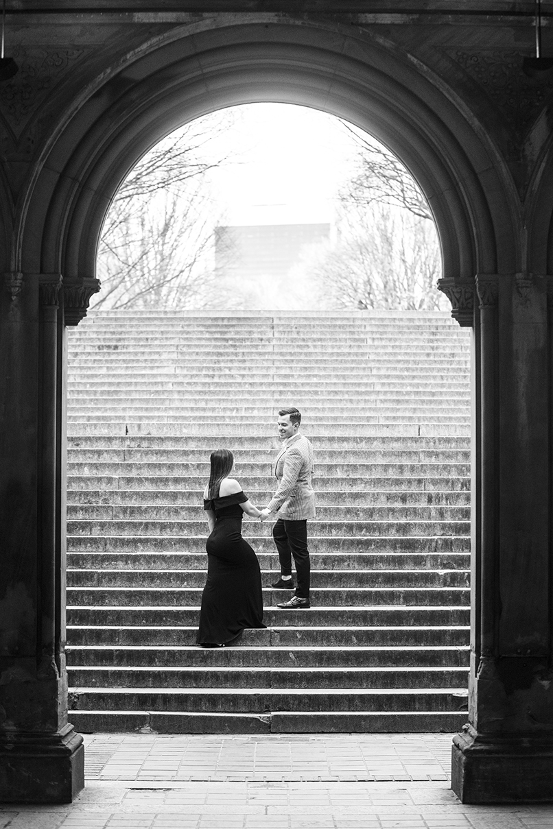 Central Park engagement couple - photo by Anna Schmidt Photography
