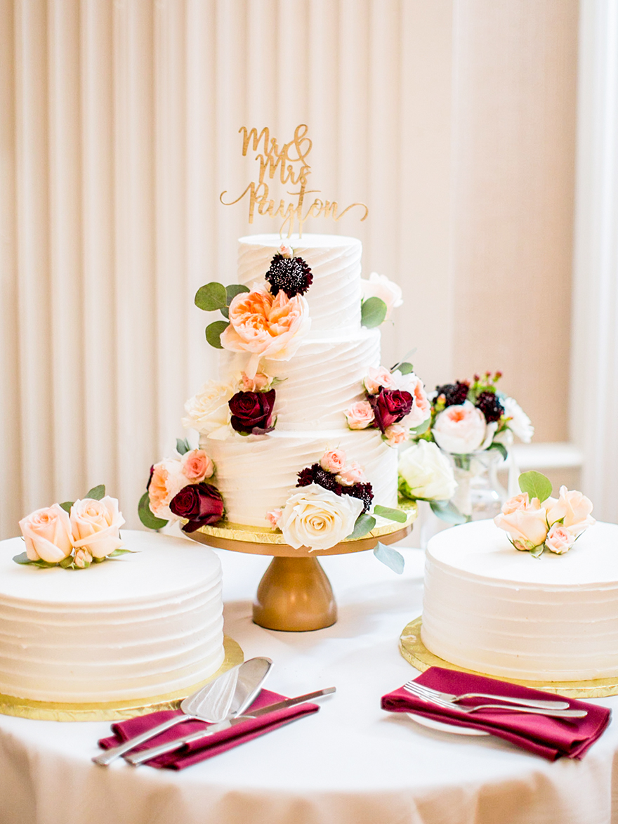 Tiered wedding cake with floral decorations - photo by Anna Schmidt Photography