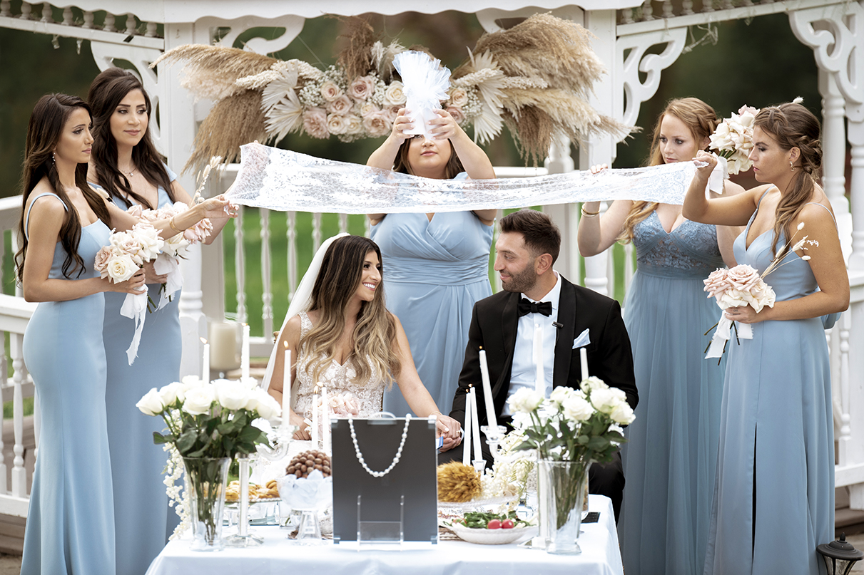 Couple table ceremony with bridesmaids - photo by Anna Schmidt Photography