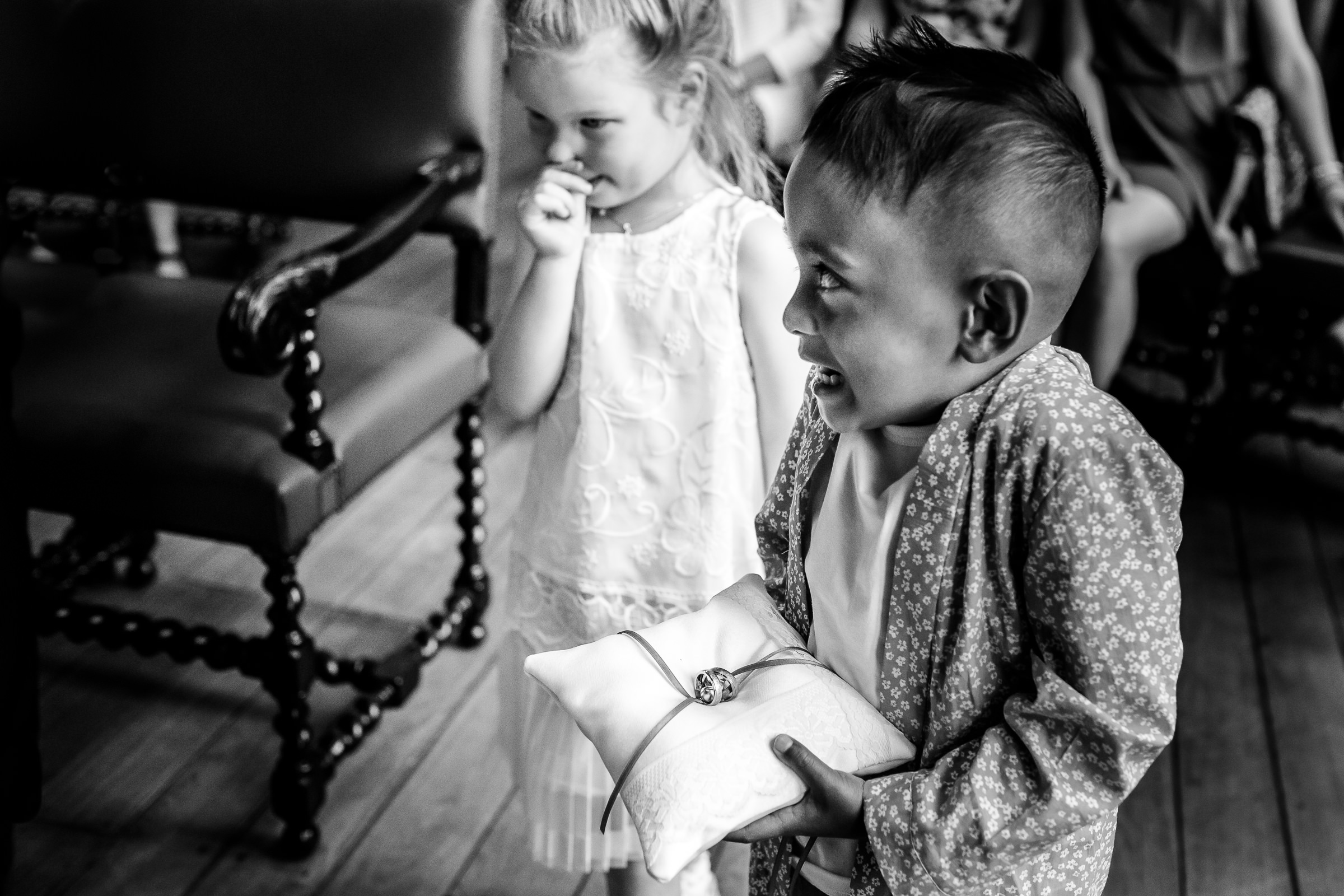 Cute flower girl and ring bearer - photo by Peter van der Lingen Wedding Photography