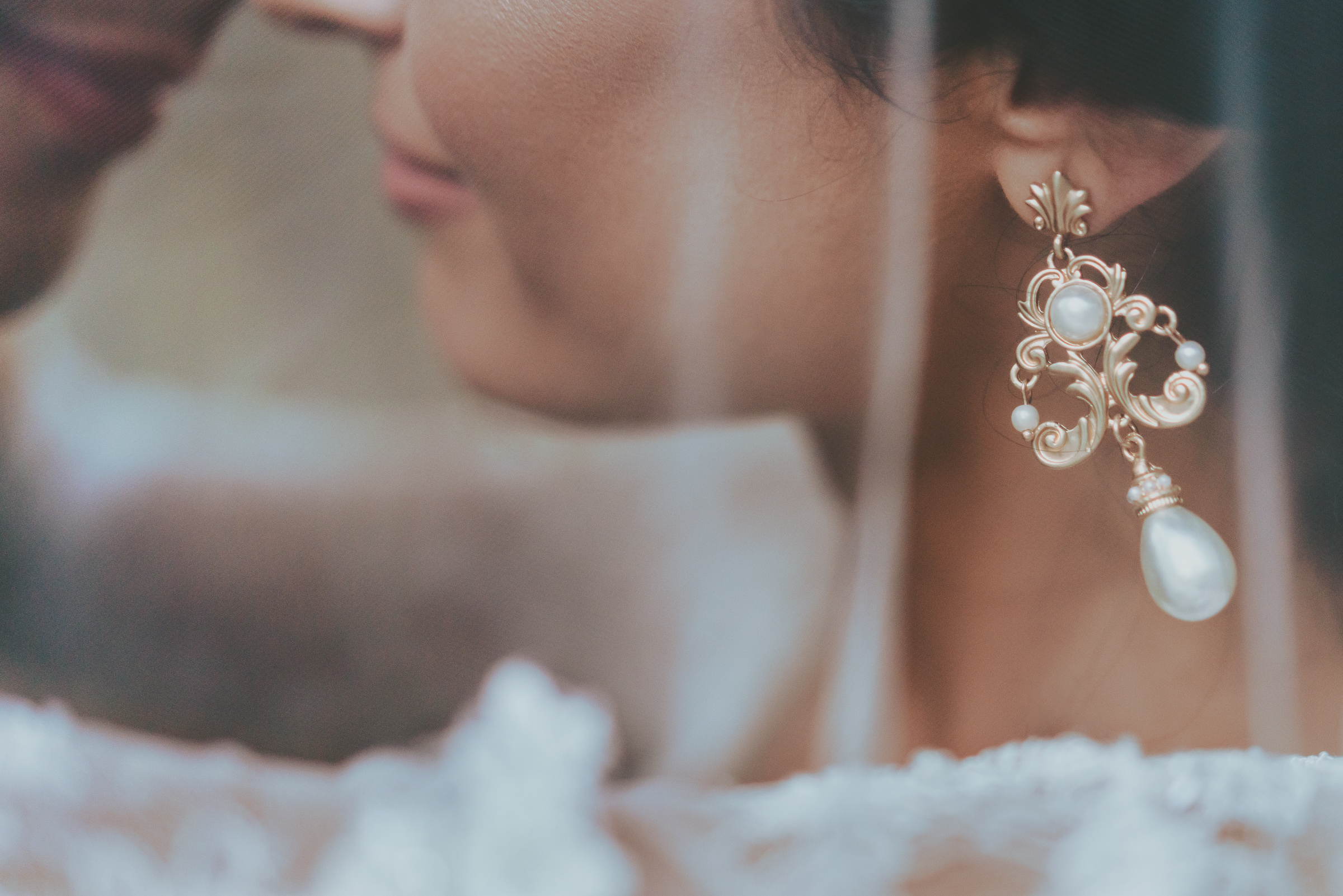 Detail of bride's earring - photo by Peter van der Lingen Wedding Photography