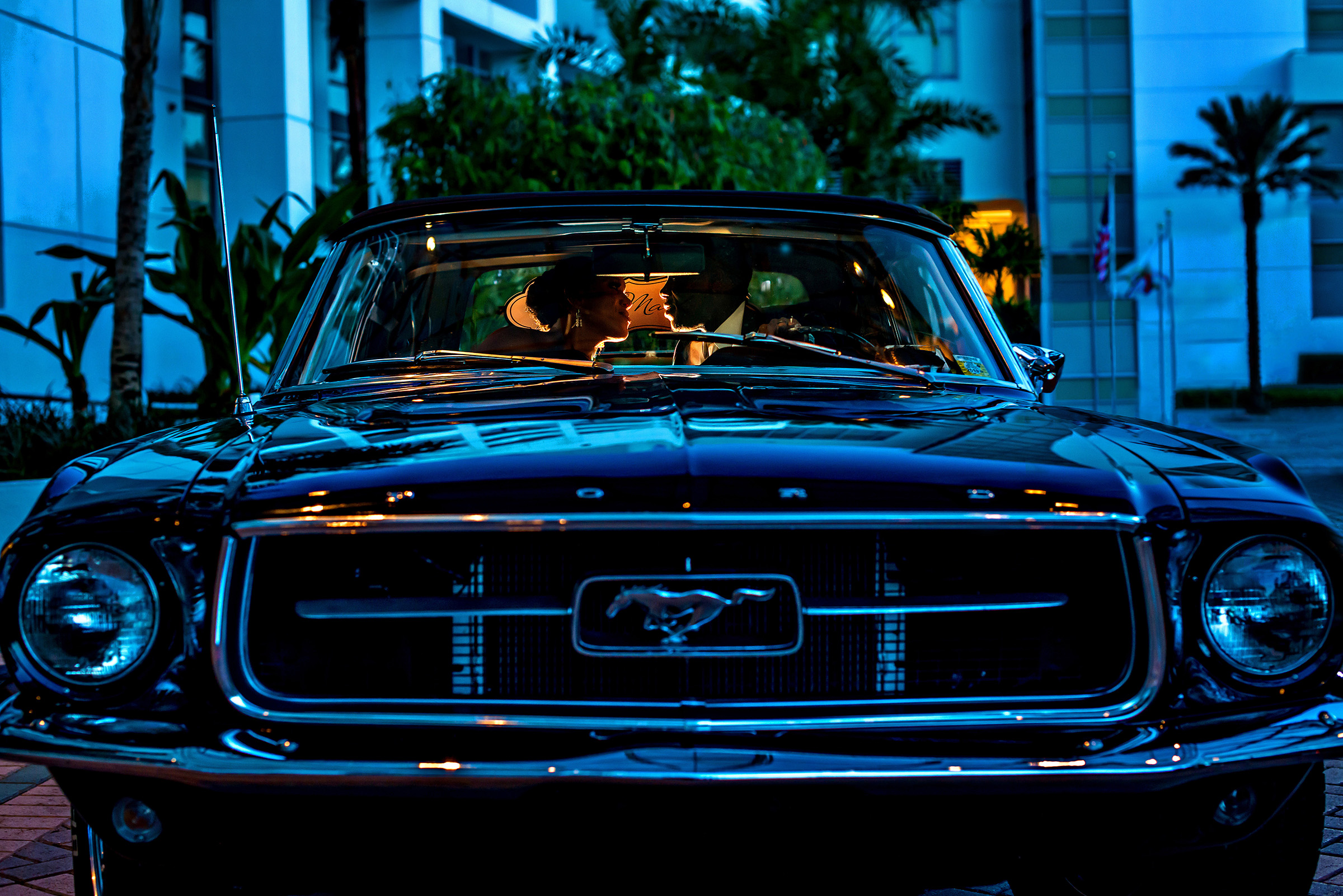 Couple kiss in vintage mustang - photo by Gloria Ruth Photography