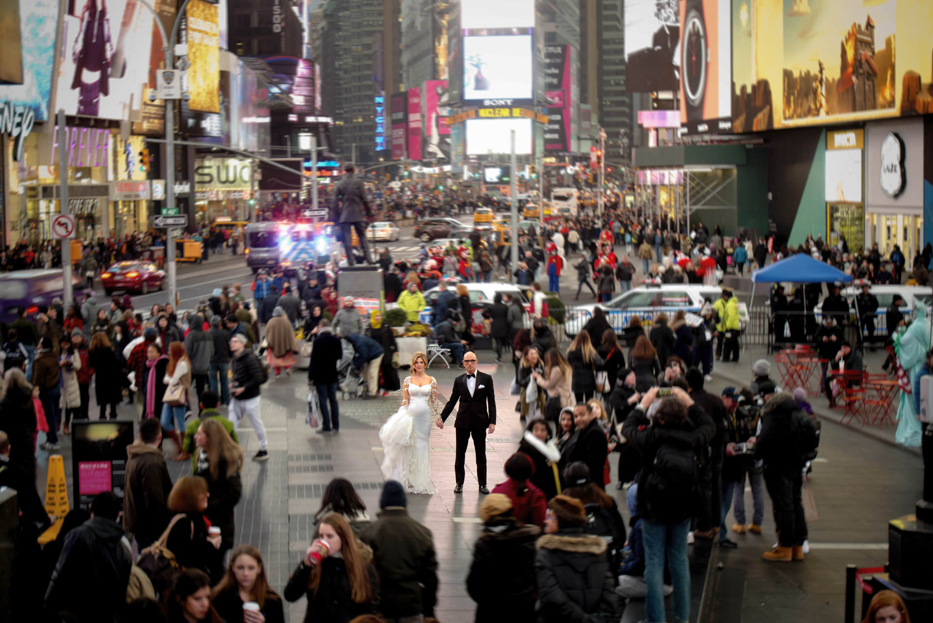 Bride and groom in the middle of Times Square - photo by Matthew Sowa Photography