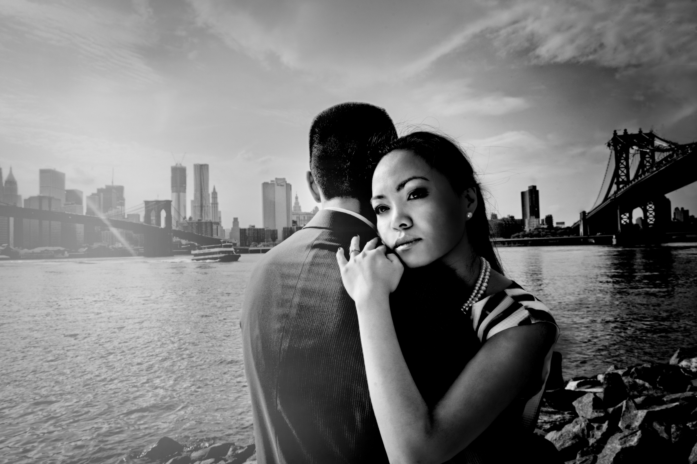 Engagement couple  against view of Brooklyn and Manhattan bridges - photo by Matthew Sowa Photography