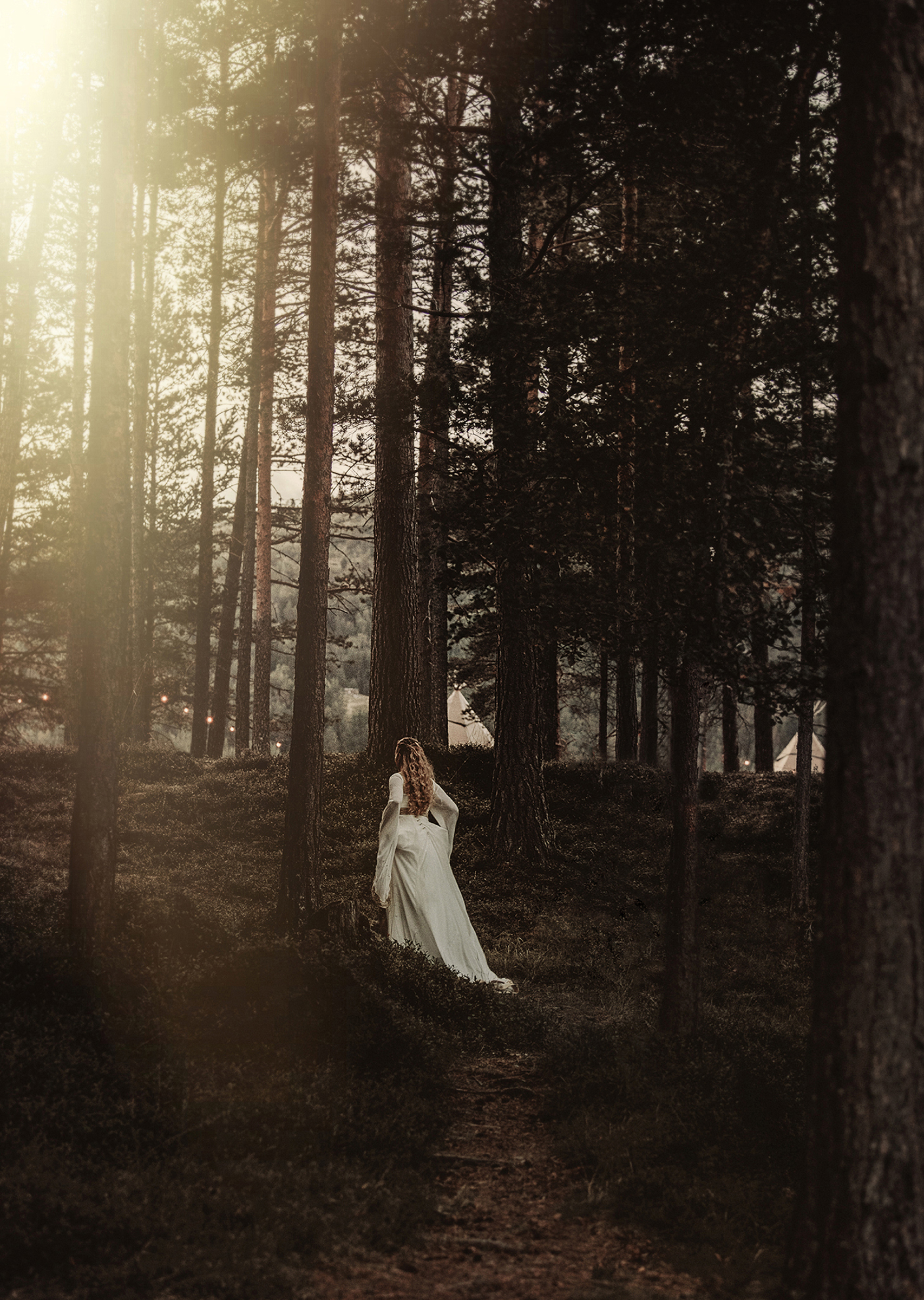 Bride walking in forest - photo by Frøydis