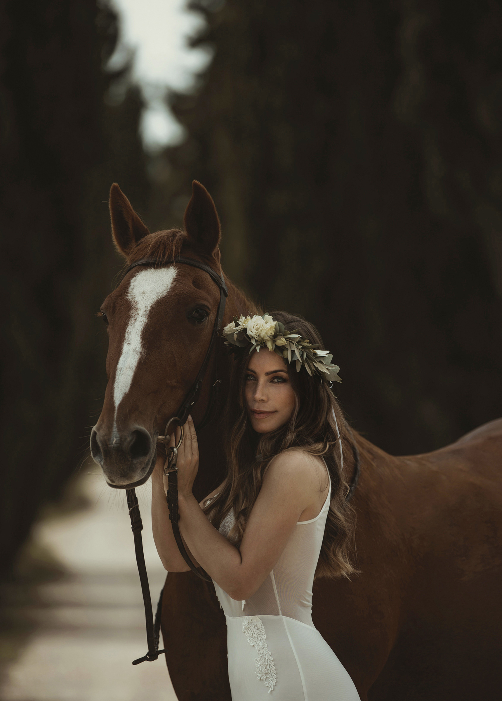 Bride with horse - photo by Frøydis