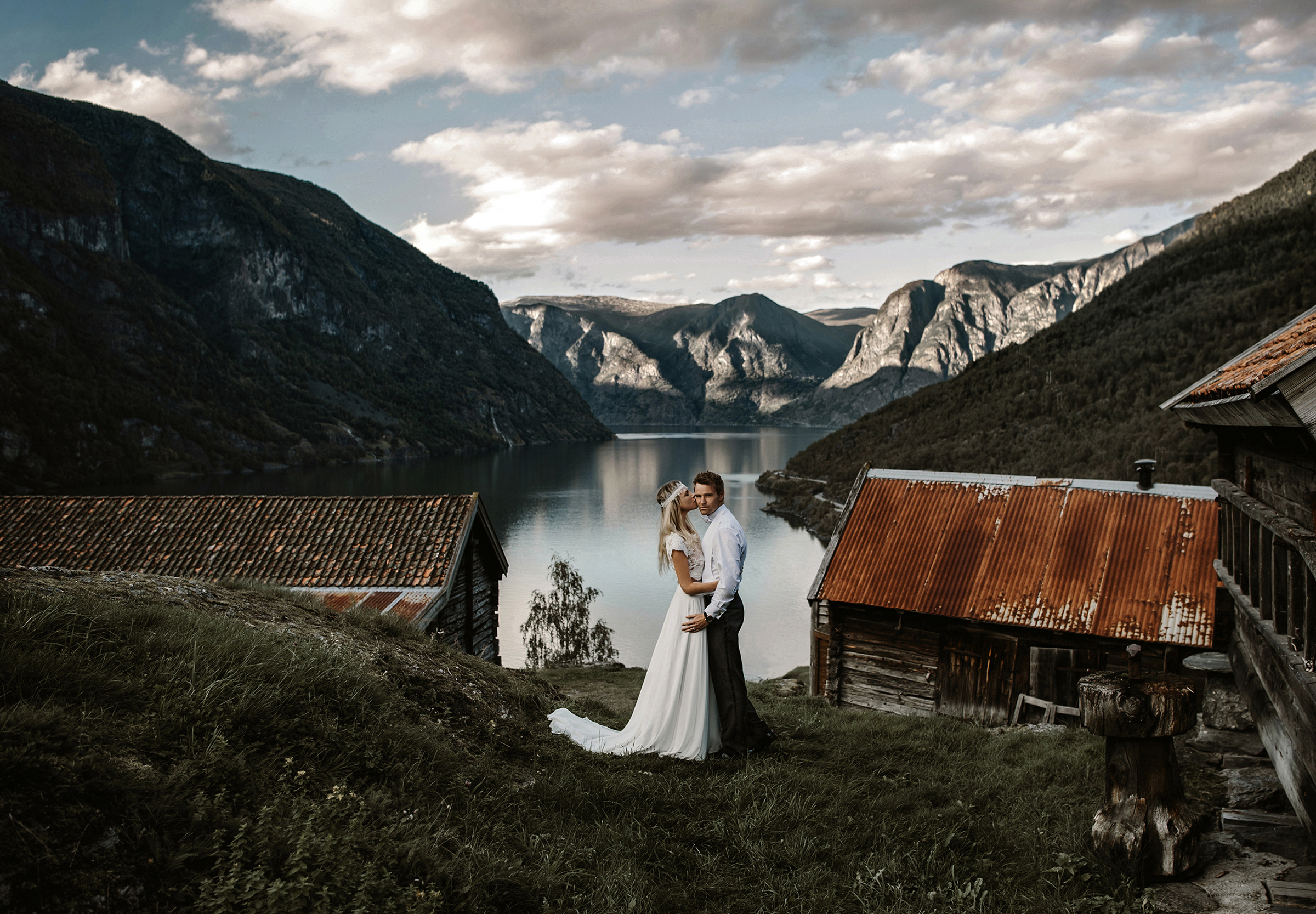 Couple against lake and mountains and dramatic mountain scenery - photo by Frøydis