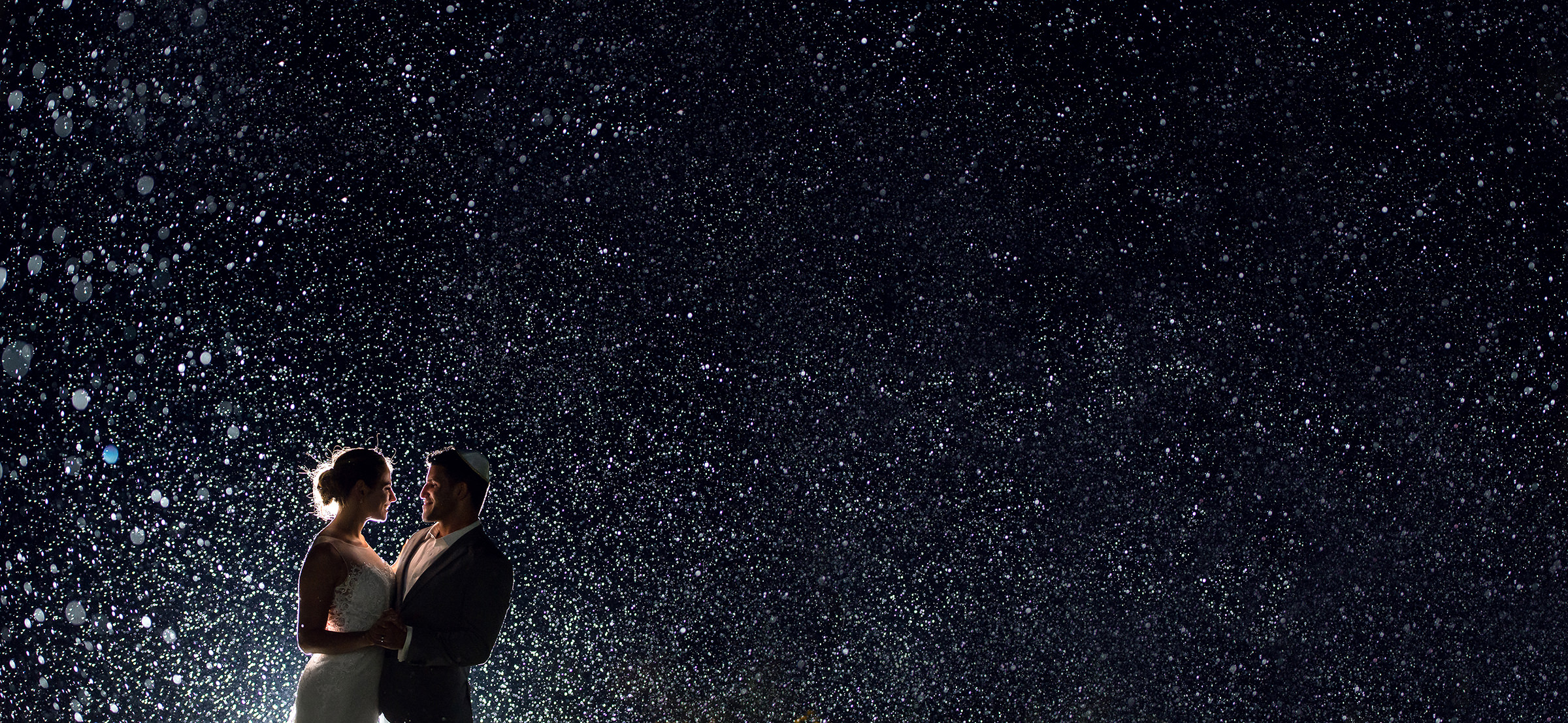 Backlit couple against starry sky - photo by David & Sherry Photography