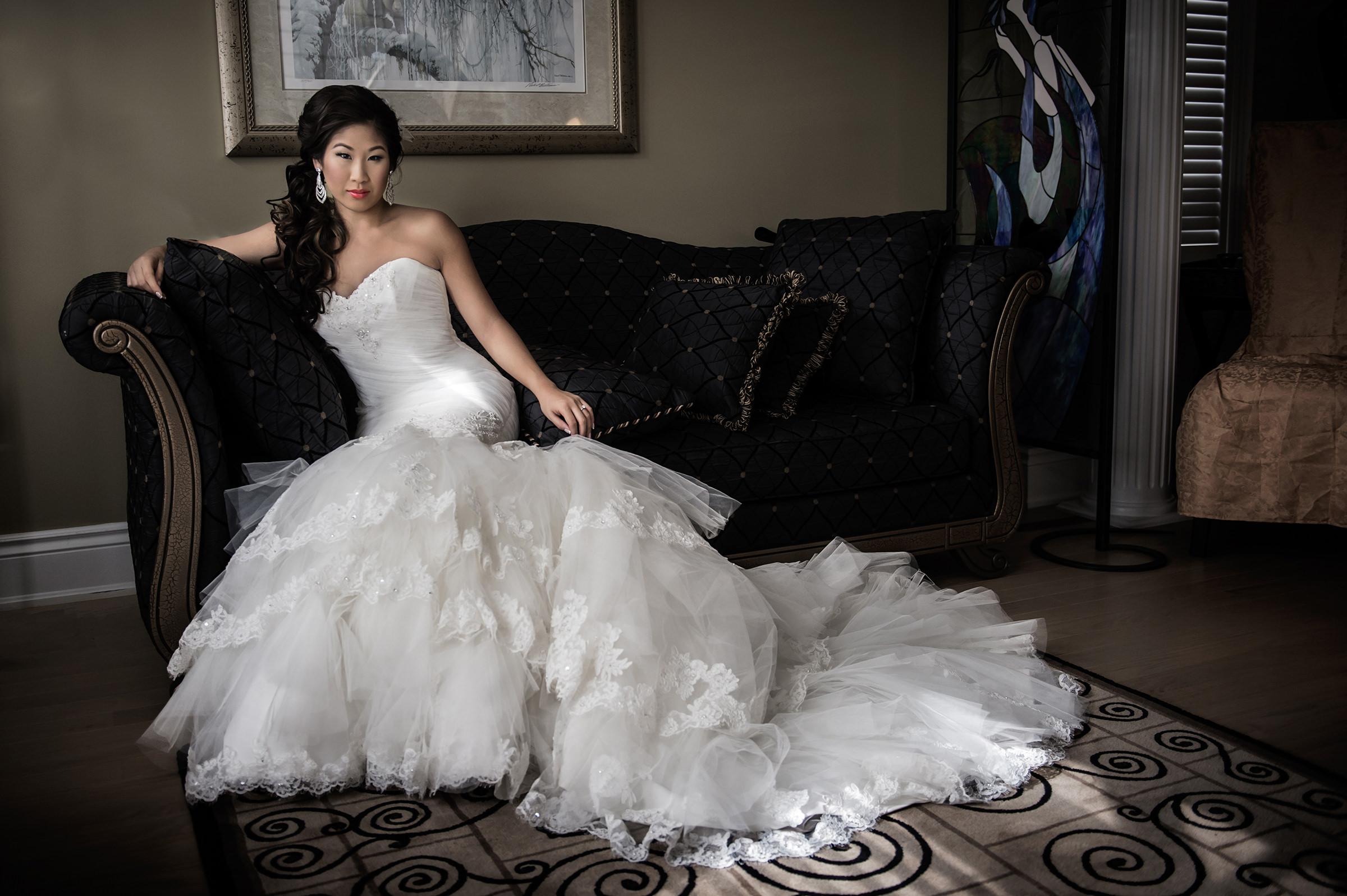 Bride posing on divan - photo by David & Sherry Photography