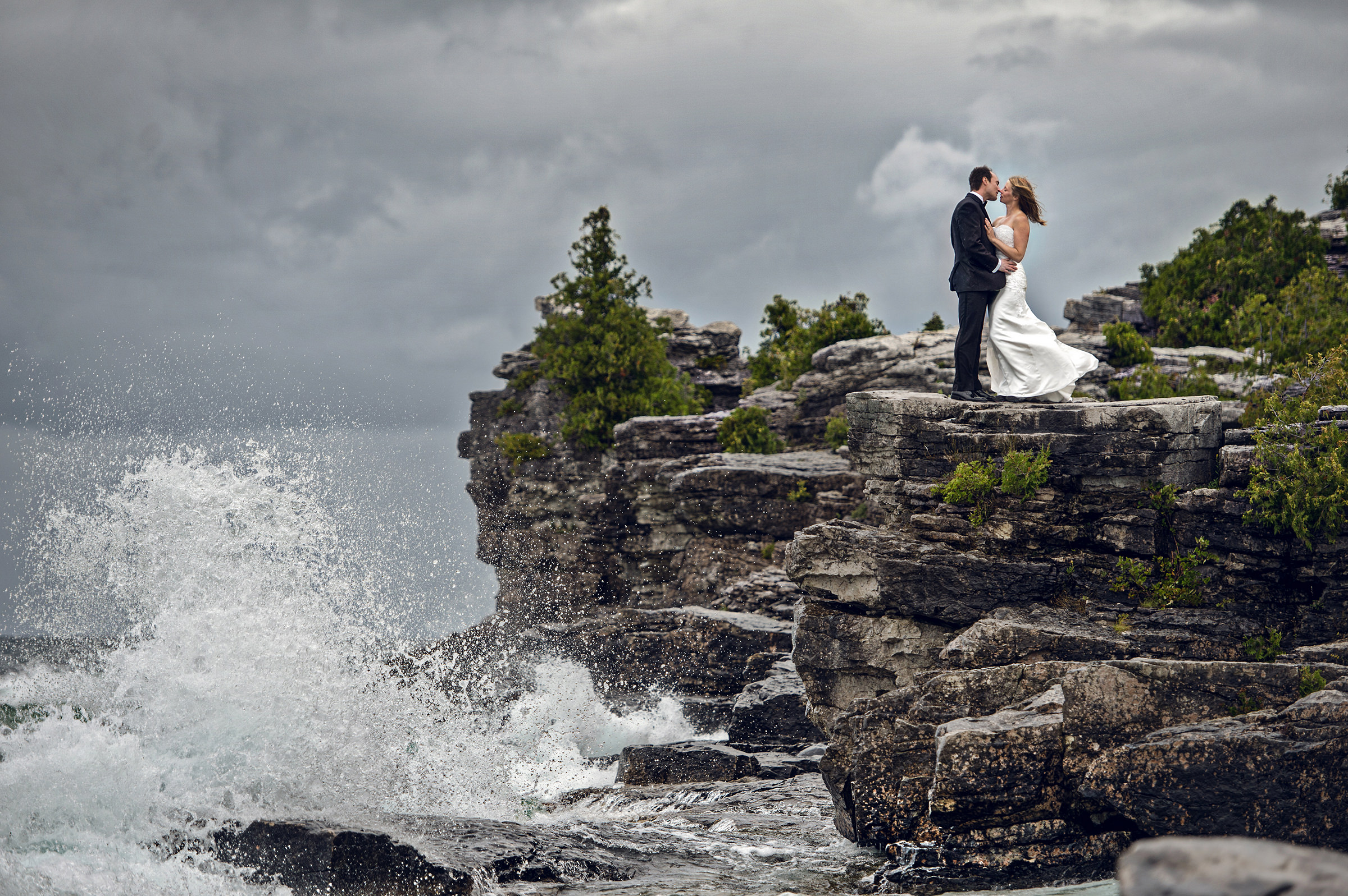 Cyprus Lake Bruce Peninsula National Park - couple kissing on cliffs by surf - photo by David & Sherry Photography