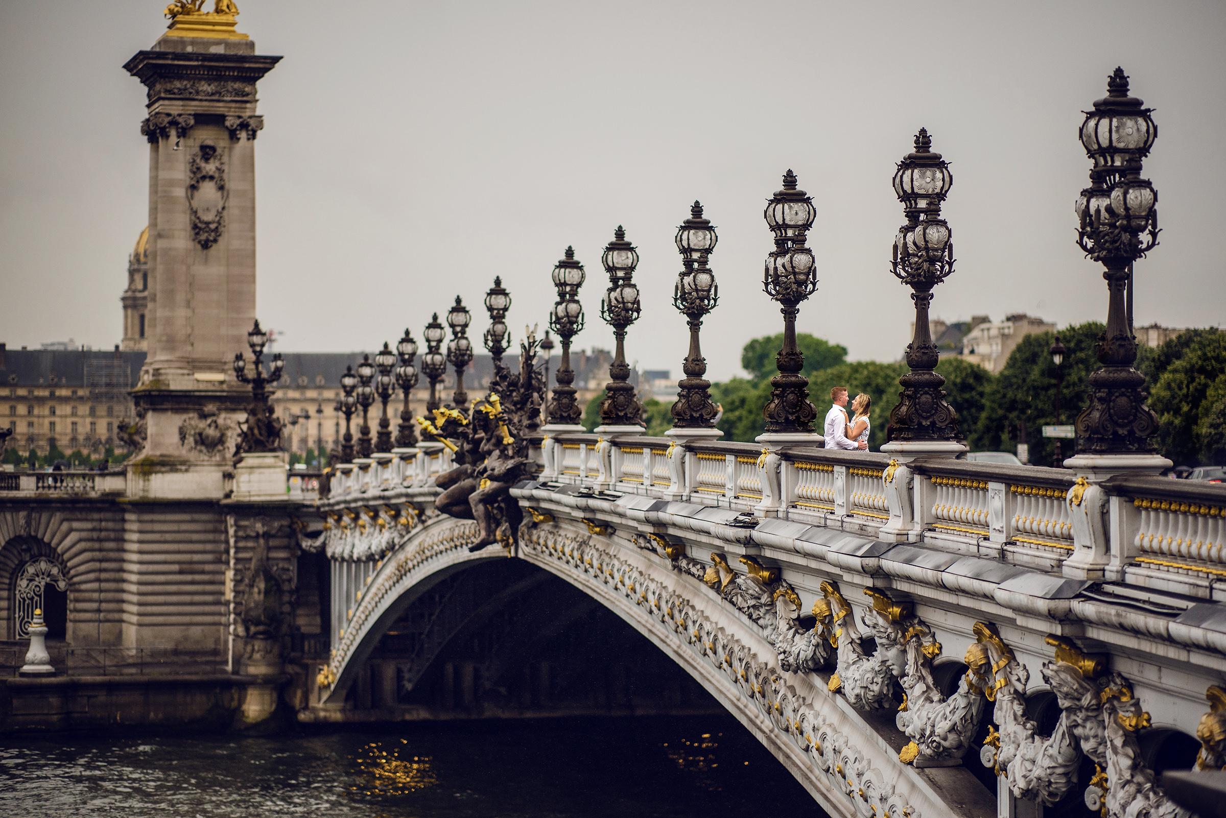 Couple on Paris Pont Alexandre III bridge - photo by David & Sherry Photography