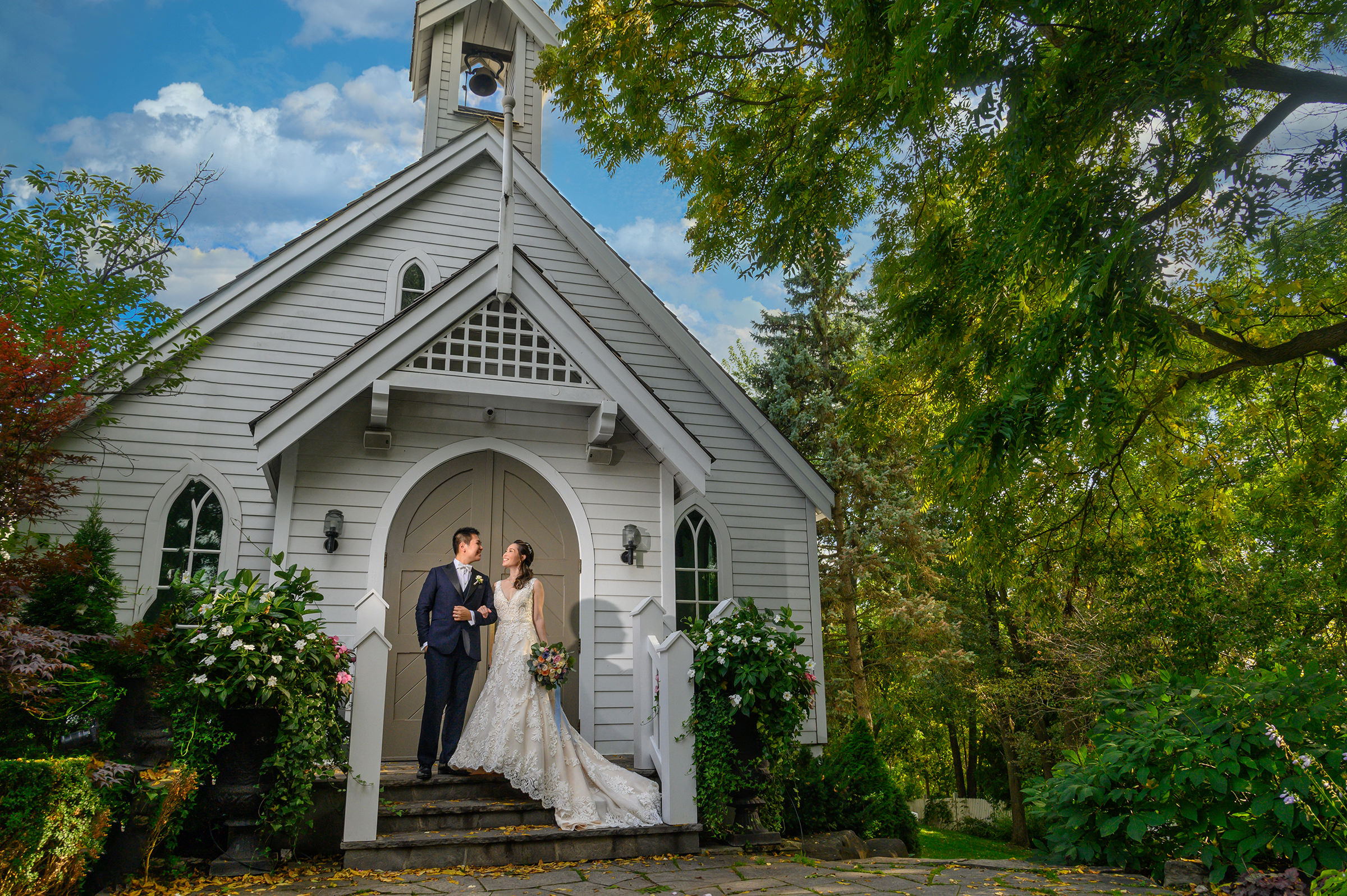Couple outside Doctors Inn chapel Toronto - photo by David & Sherry Photography