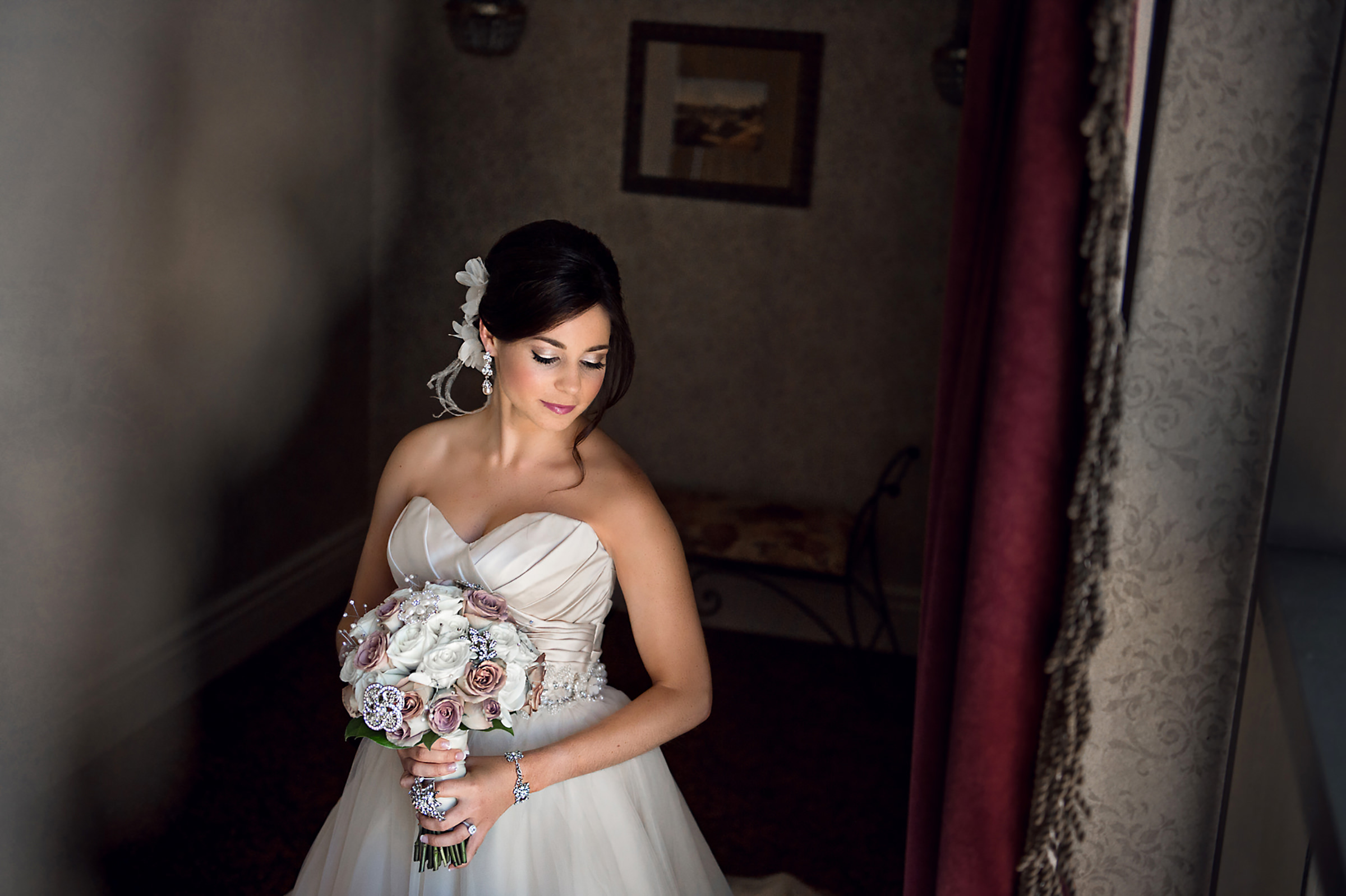 Lovely bride with bouquet - photo by David & Sherry Photography