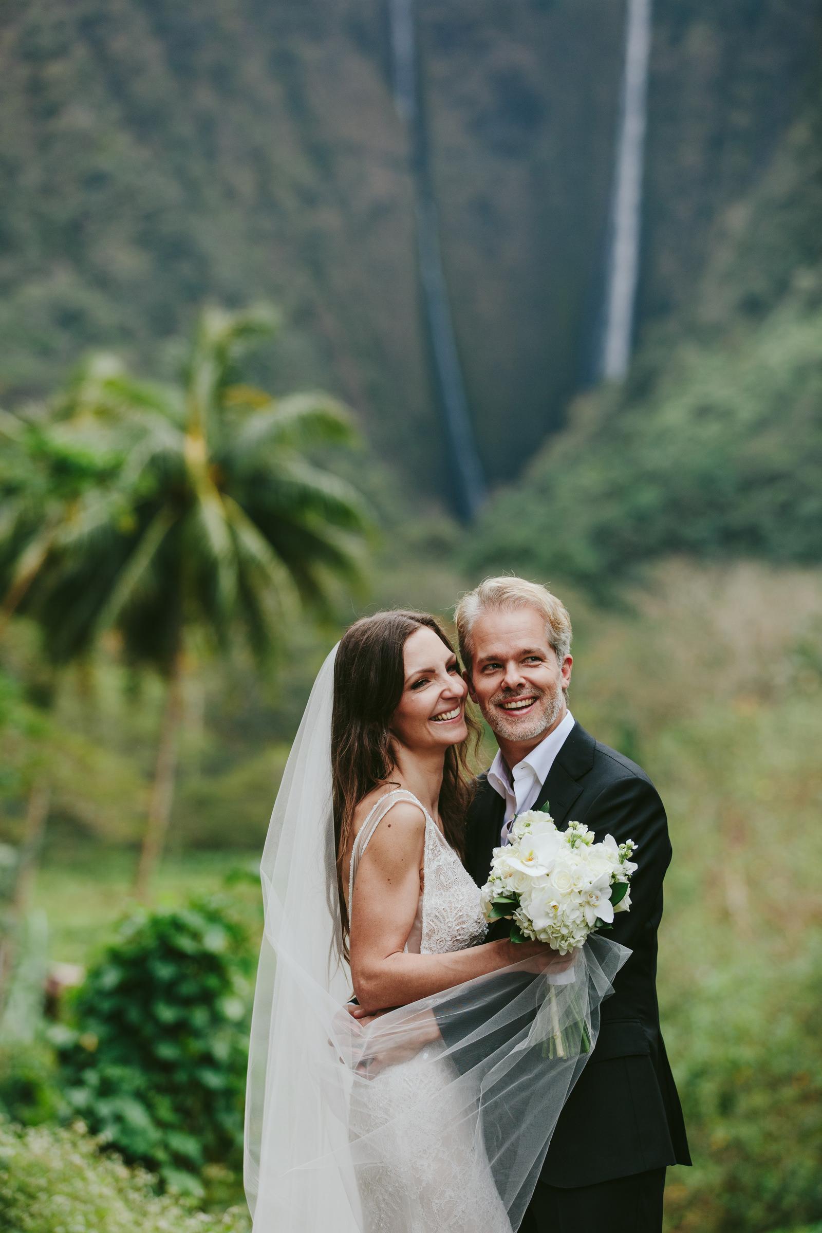 Waipio valley maui outdoor couple portrait - photo by Melia Lucida