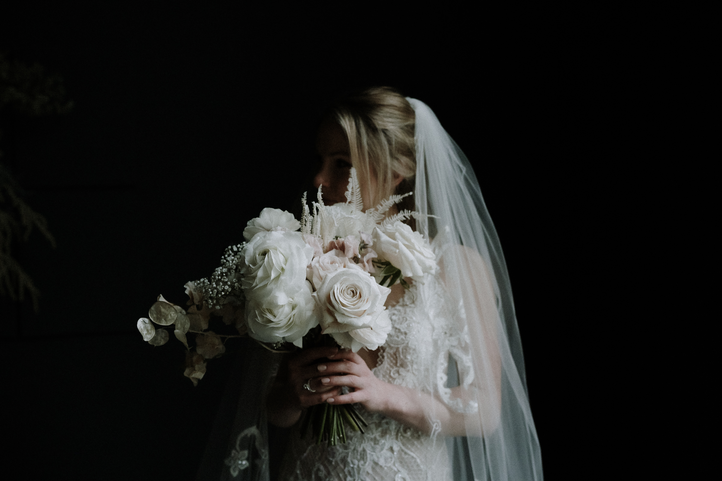Bride with bouquet of giant white roses - photo by Naomi van der Kraan