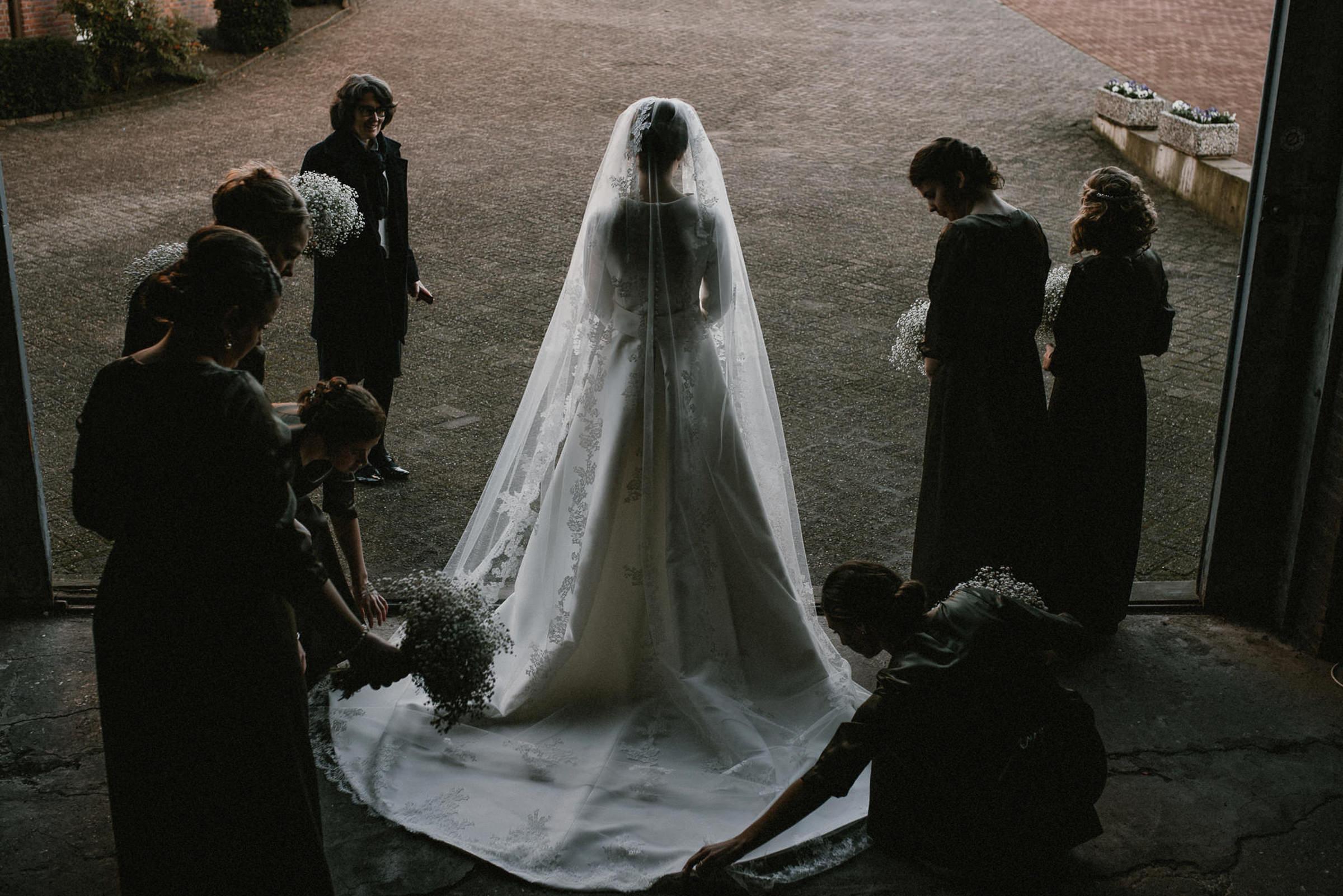 Mantilla-veiled traditional bride with bridesmaids - photo by Naomi van der Kraan