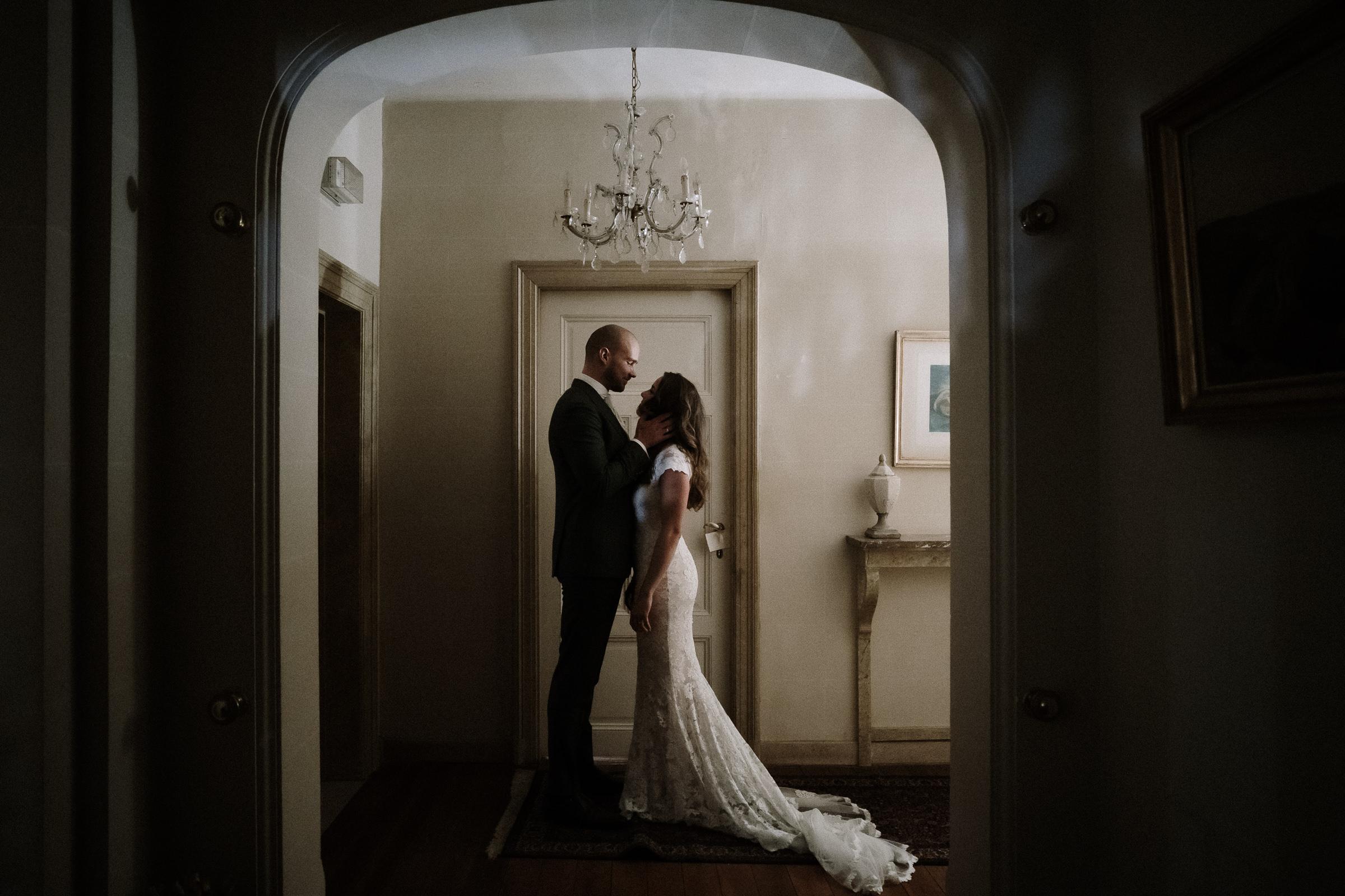 Profile of bride and groom in hallway - photo by Naomi van der Kraan