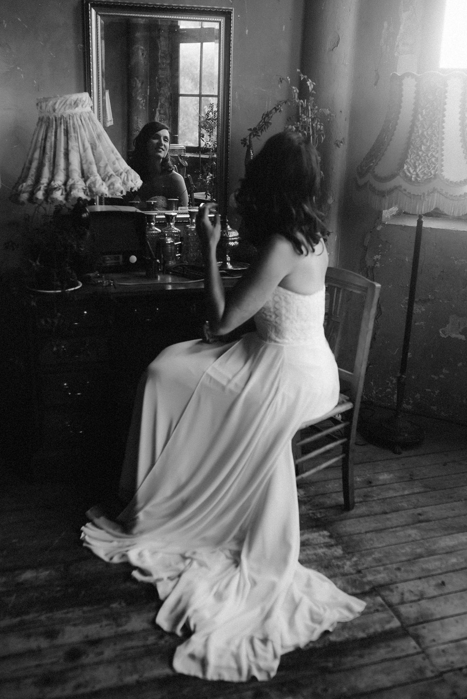 Reflected bride getting ready - photo by Naomi van der Kraan