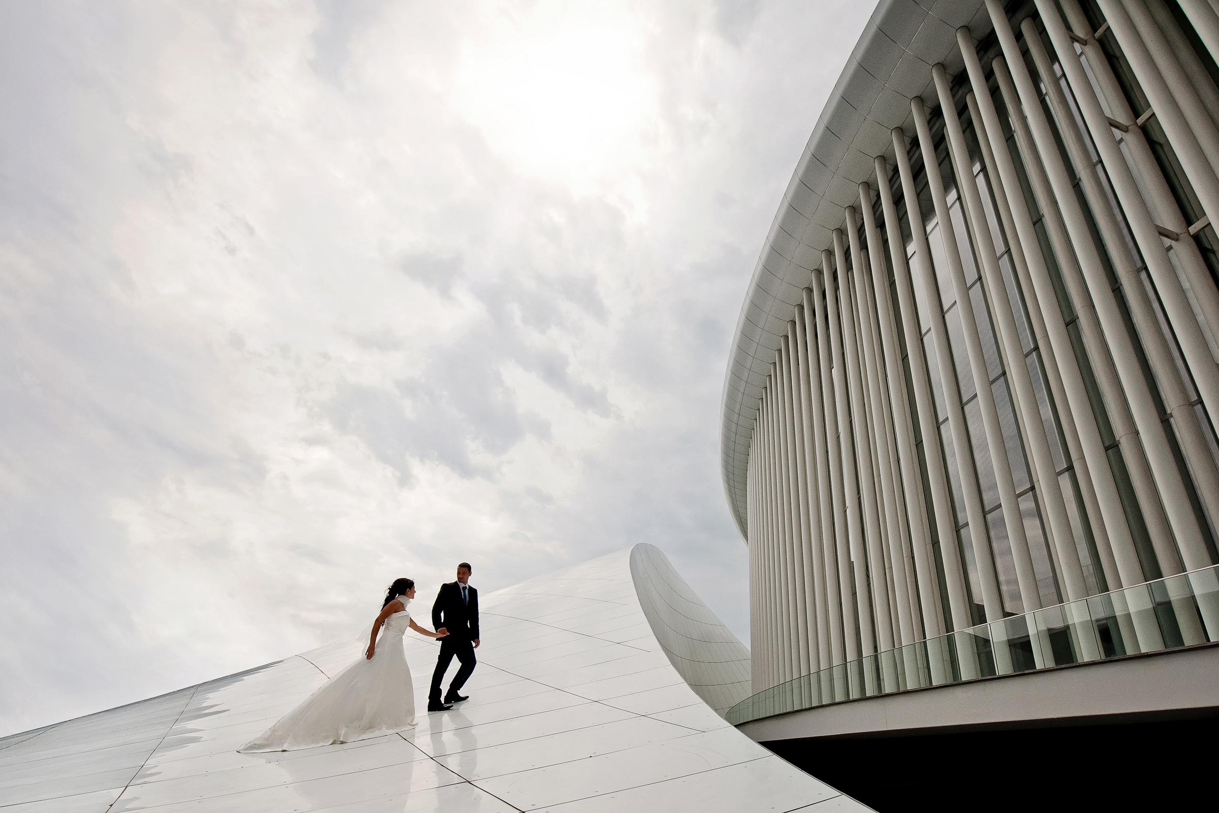 Couple against modern architecture - photo by Deliysky Studio