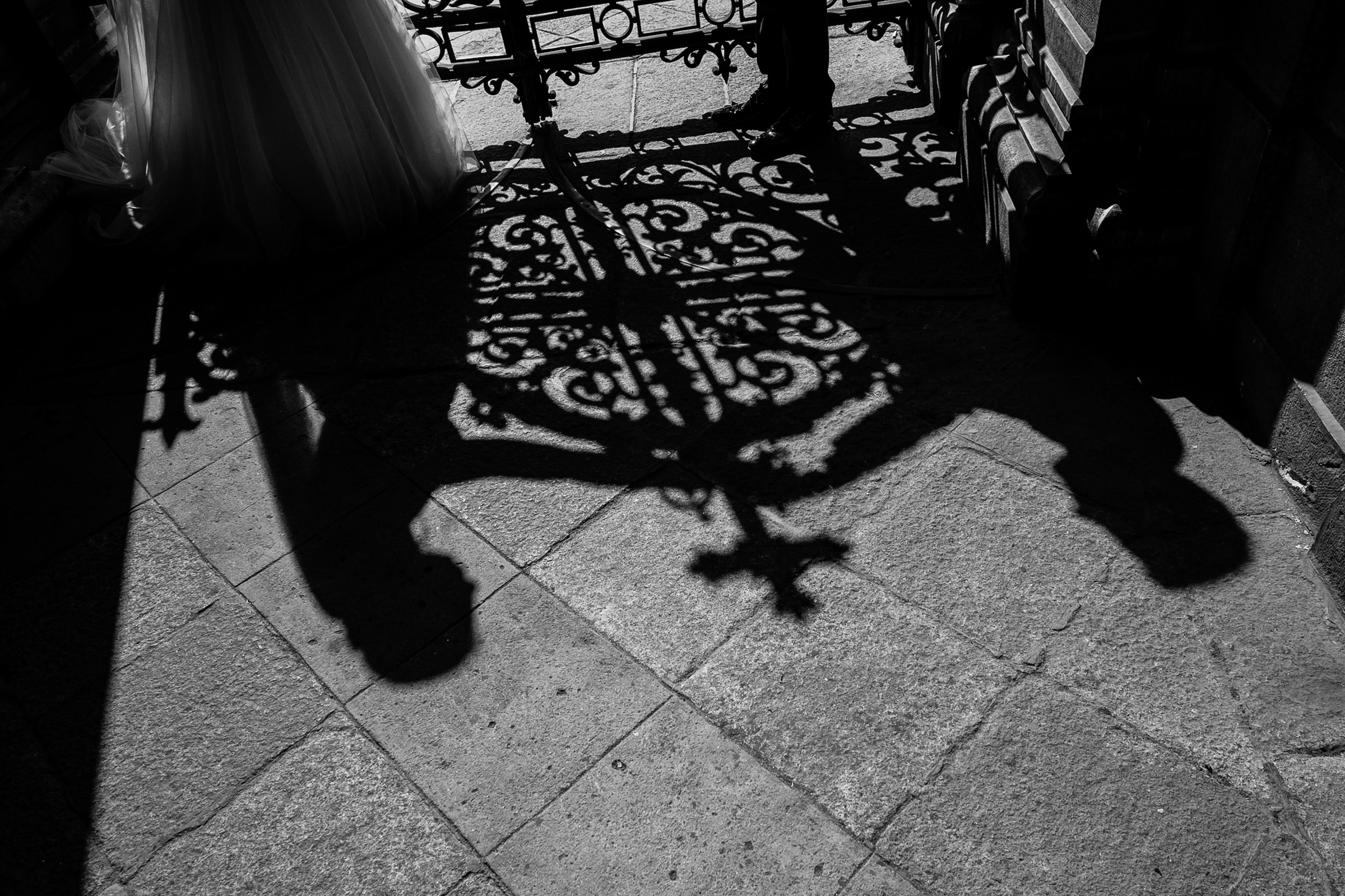 Creative composition of shadow couple with cross - photo by Deliysky Studio
