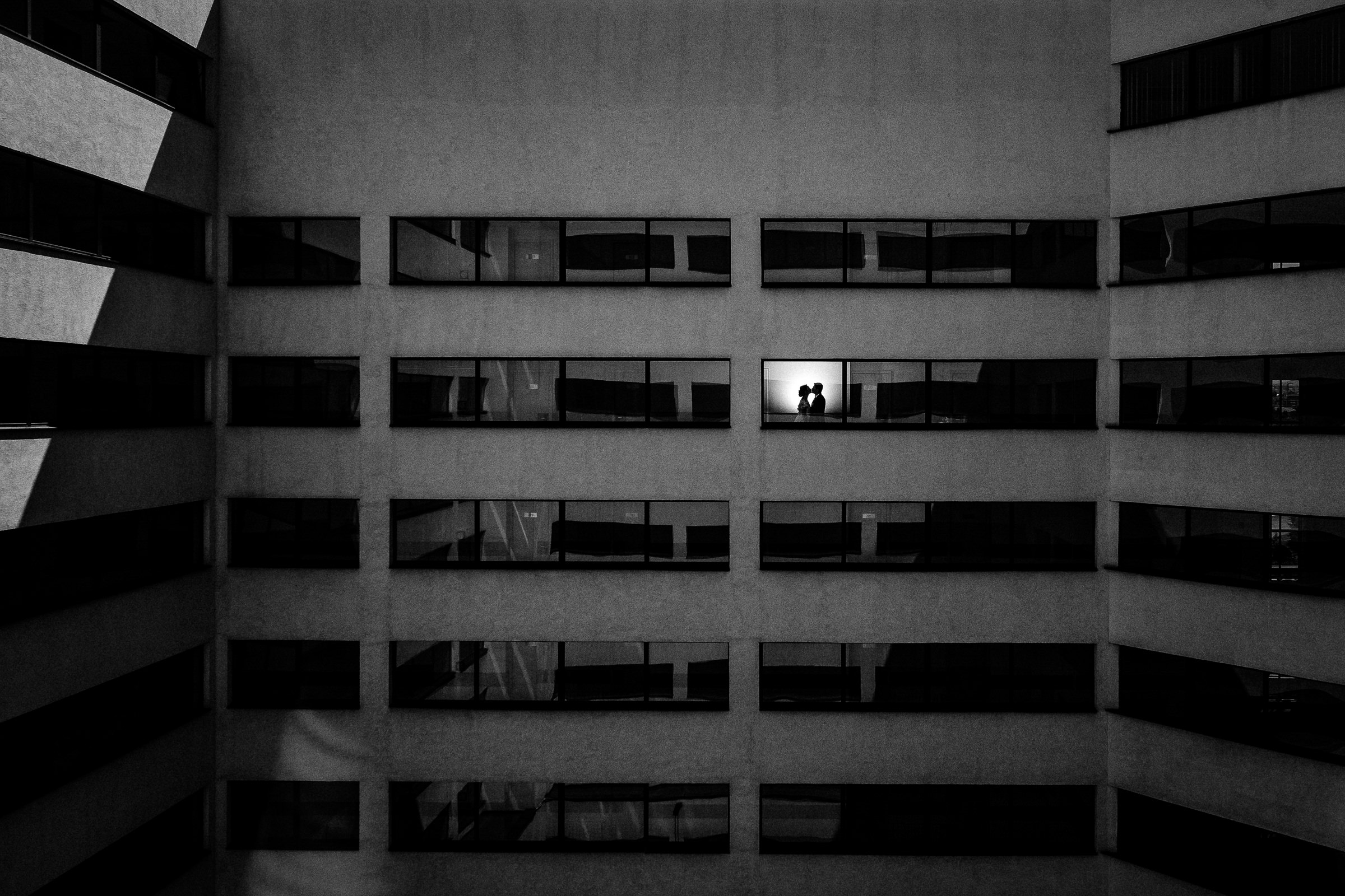 Creative silhouette of couple against architecture - photo by Deliysky Studio