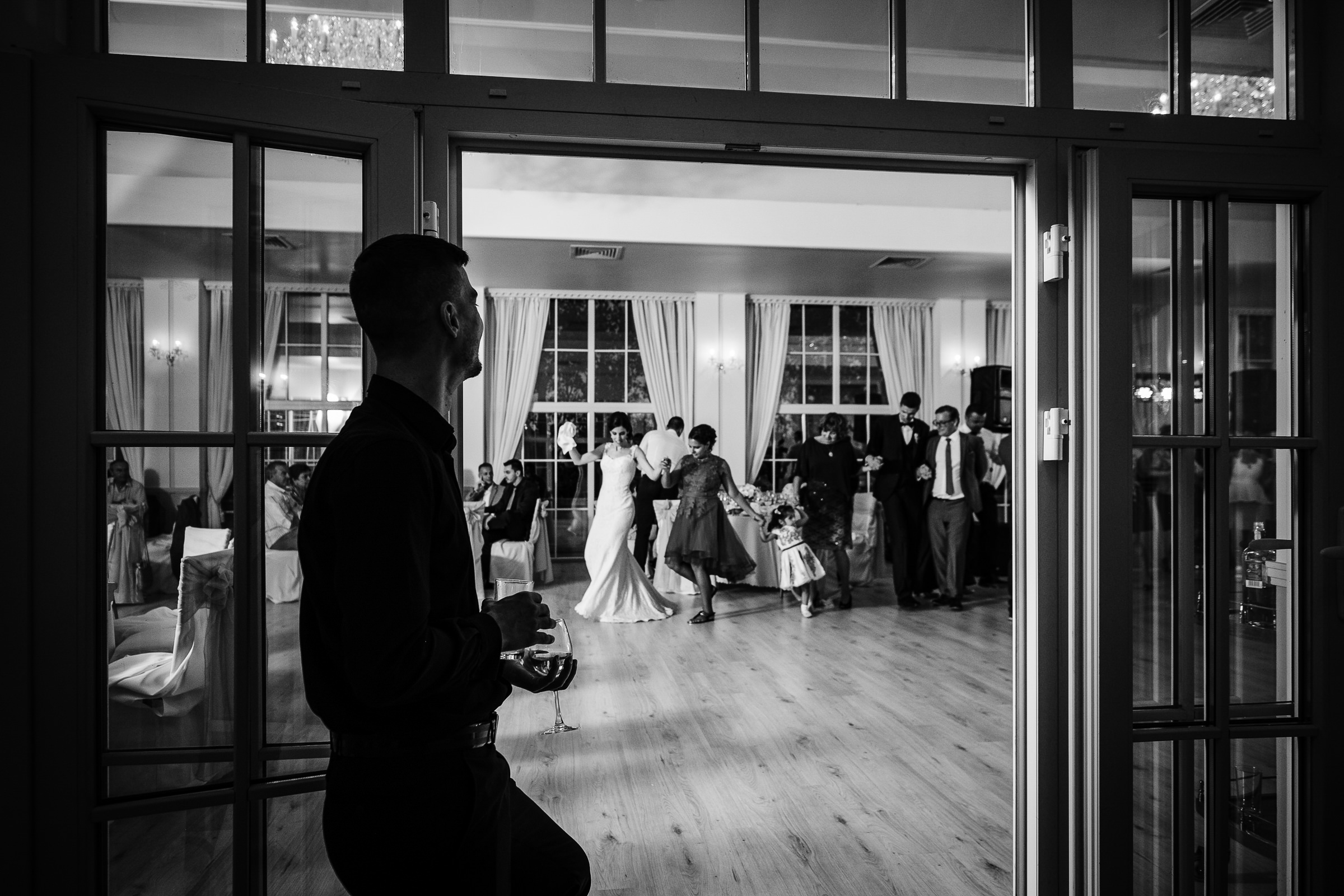 Dancing on the sidelines - photo by Deliysky Studio