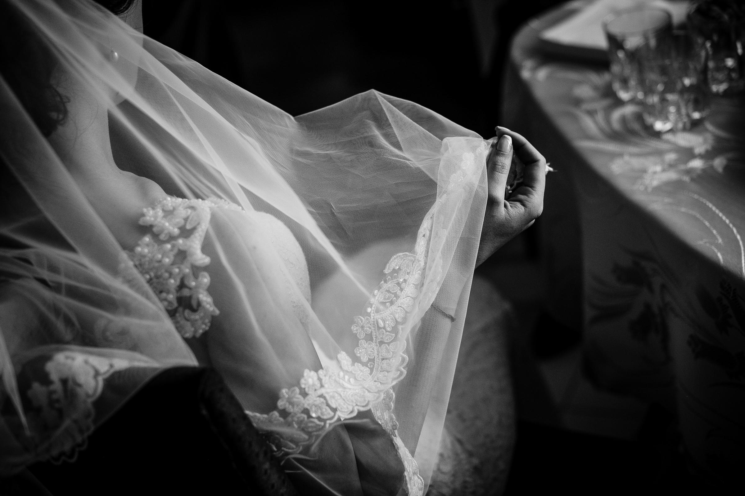 Detail of bride putting on veil - photo by Deliysky Studio